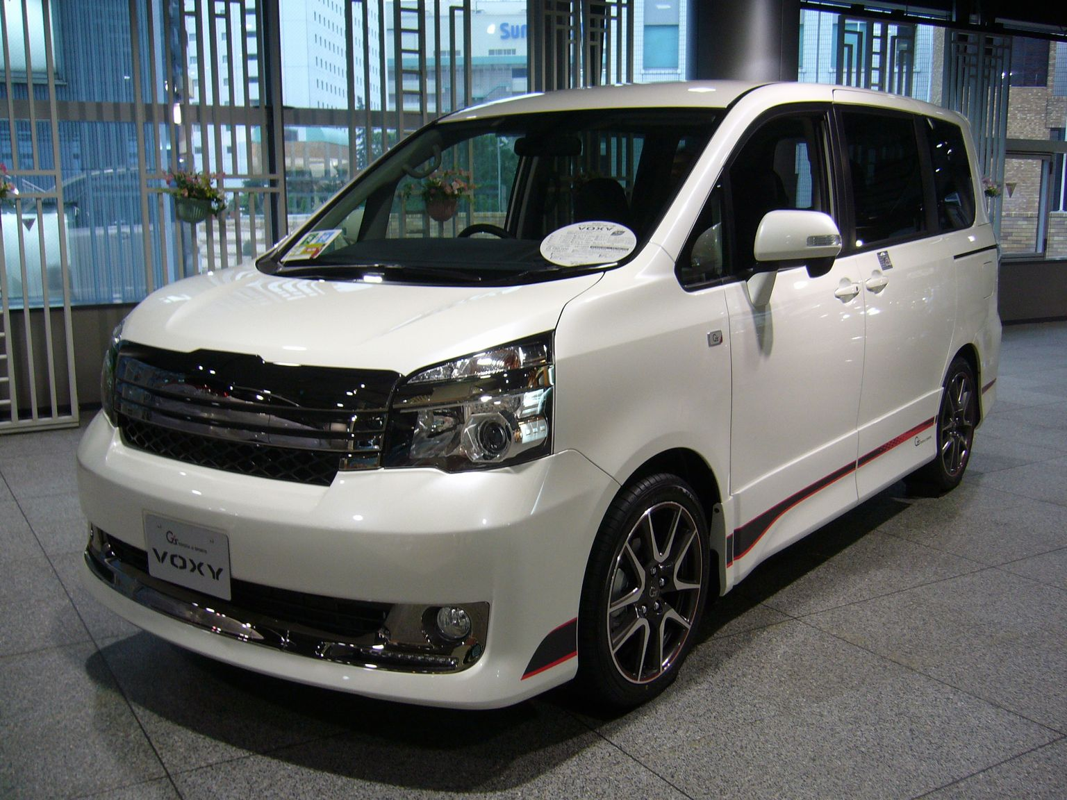 Toyota Voxy Photos Photogallery With 4 Pics Carsbase Com