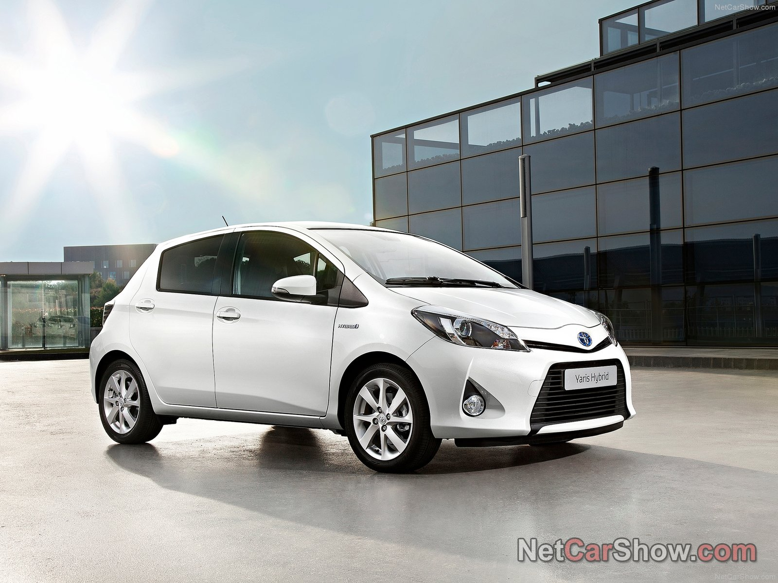 toyota yaris hybrid picture 92562 toyota photo gallery. Black Bedroom Furniture Sets. Home Design Ideas