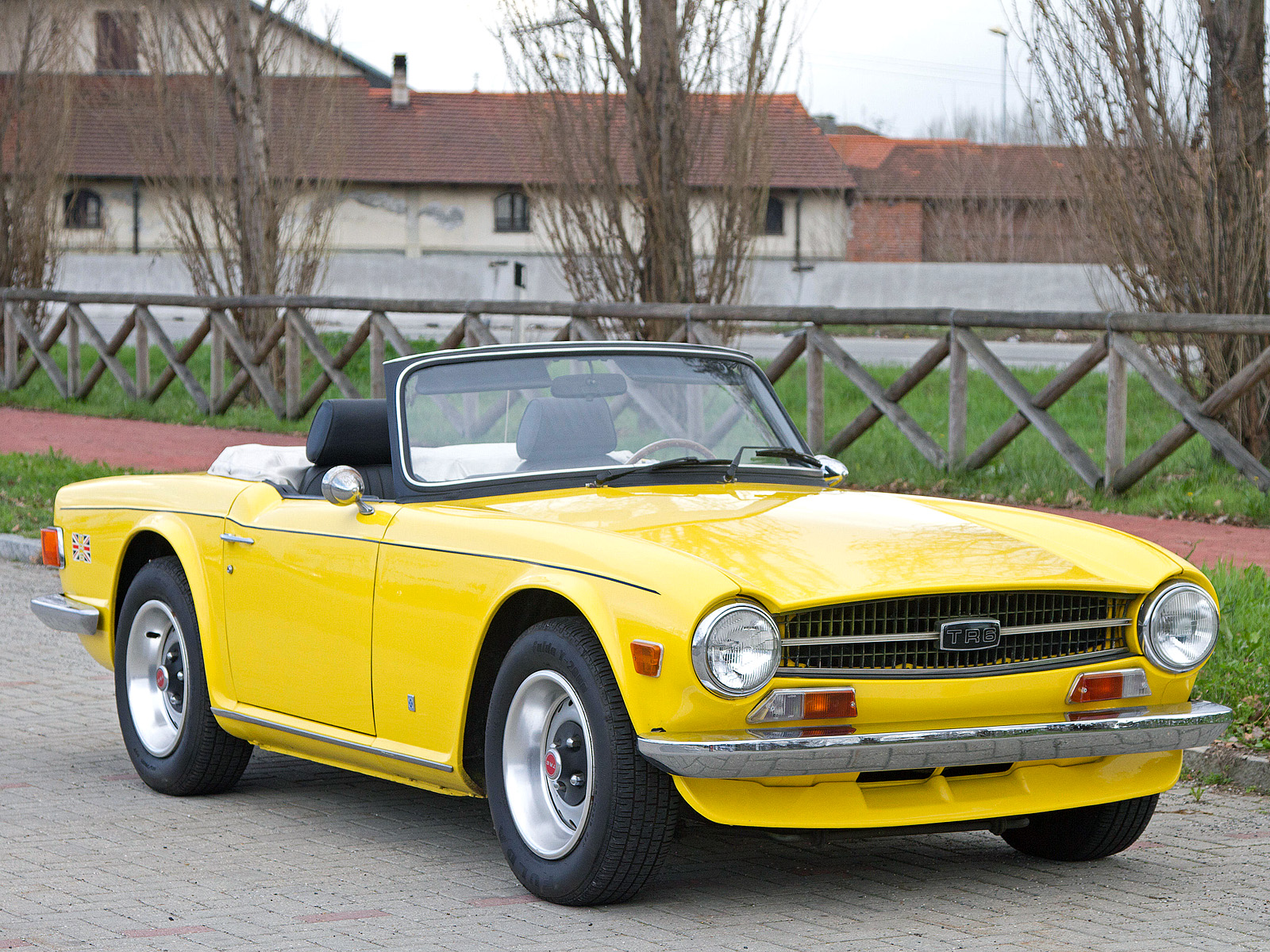 Triumph TRG photos - PhotoGallery with 3 pics| CarsBase.com