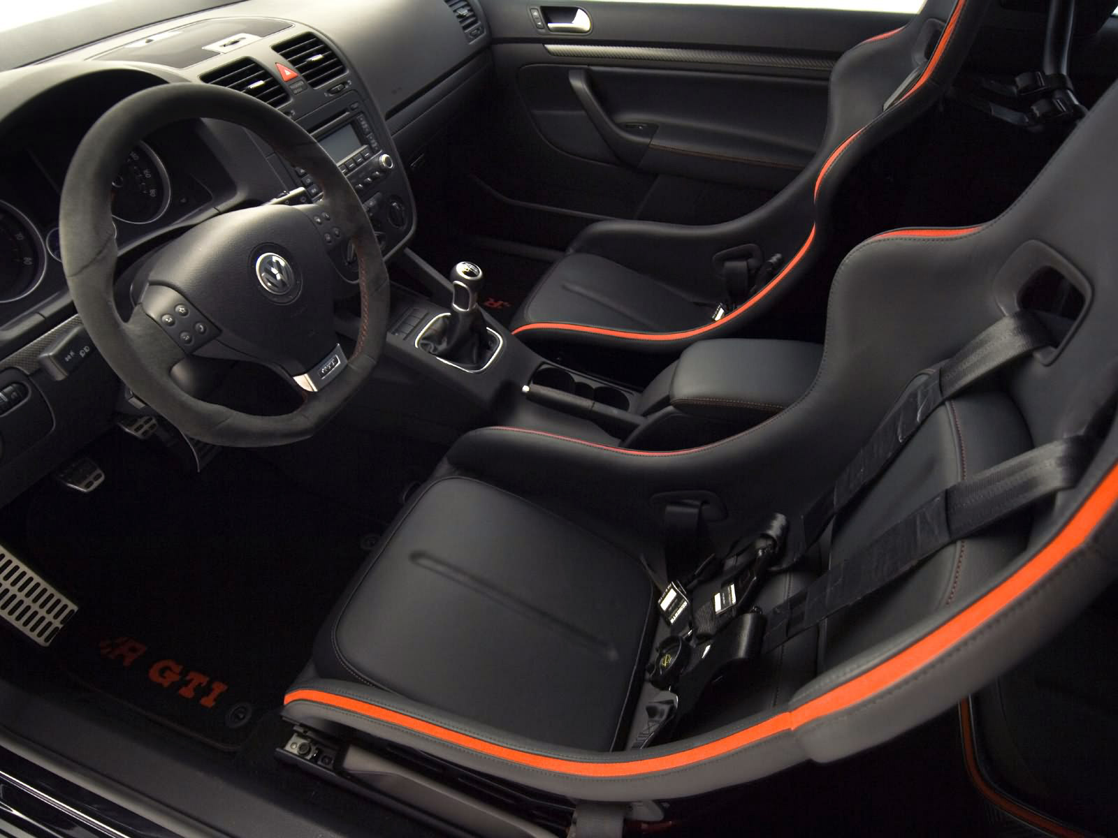 Volkswagen Golf R GTI photos  PhotoGallery with 6 pics CarsBasecom