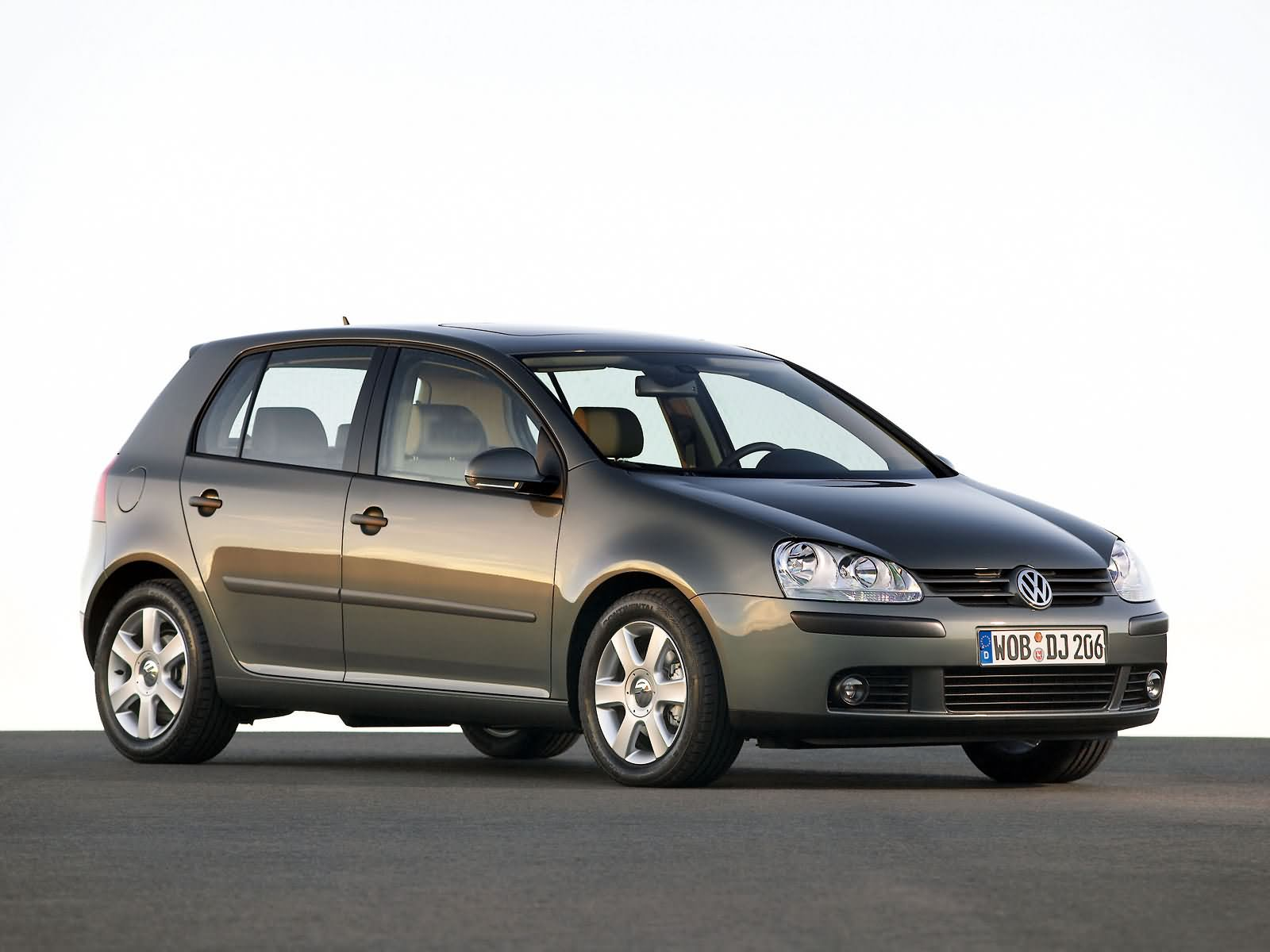 volkswagen golf v photos photogallery with 58 pics. Black Bedroom Furniture Sets. Home Design Ideas