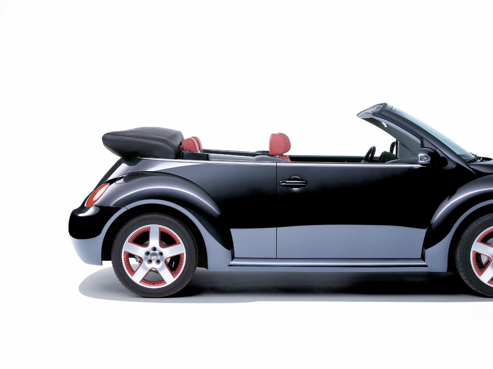 volkswagen new beetle cabriolet photos photogallery with 51 pics. Black Bedroom Furniture Sets. Home Design Ideas