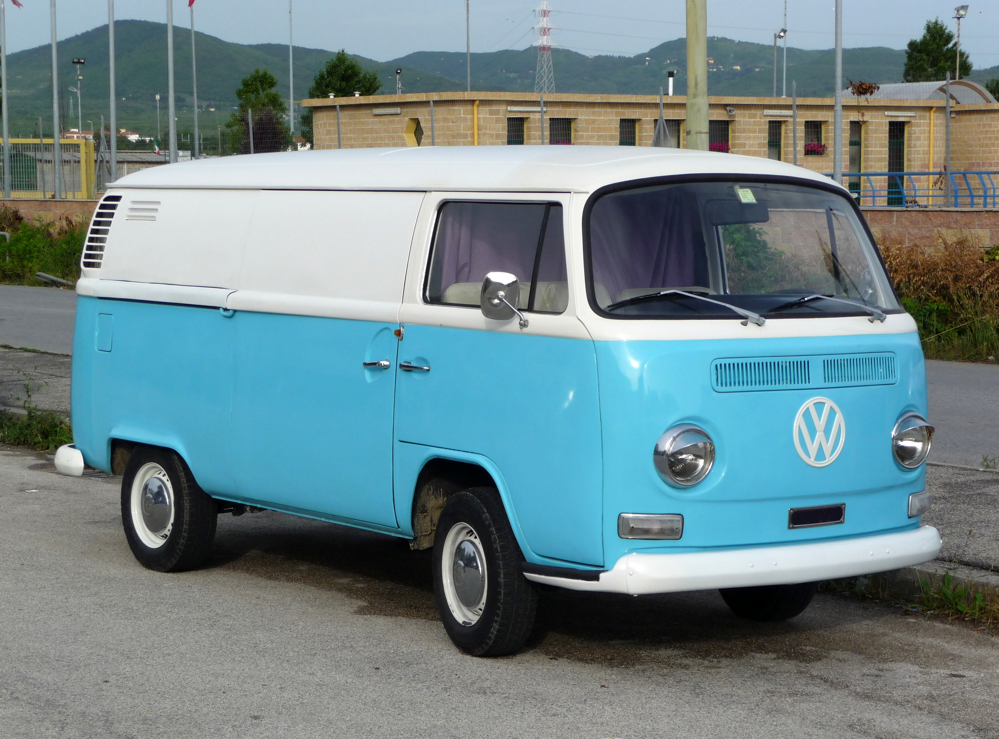 Volkswagen T2 Photos Photogallery With 11 Pics Carsbase Com