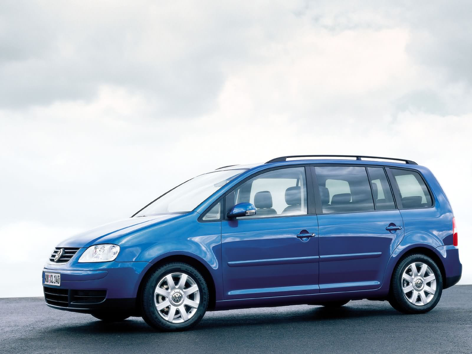 volkswagen touran photos photogallery with 71 pics. Black Bedroom Furniture Sets. Home Design Ideas