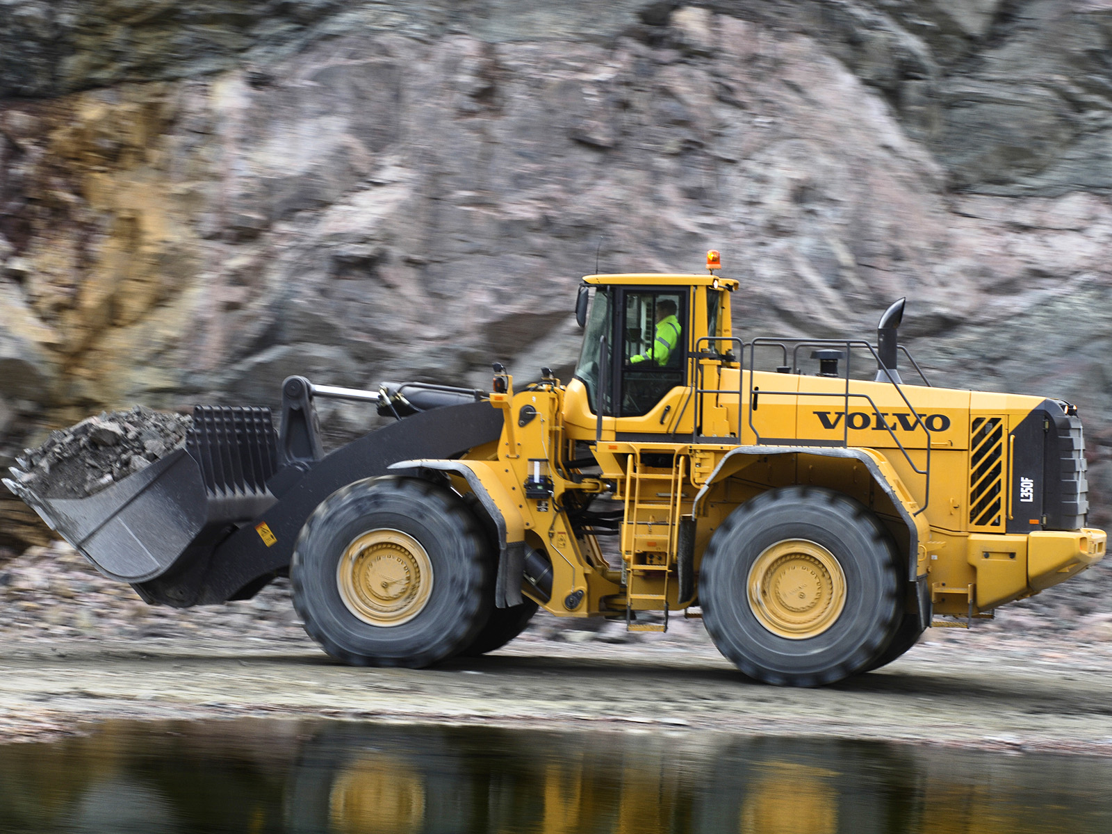 Volvo L350f Photos Photogallery With 12 Pics Carsbase Com