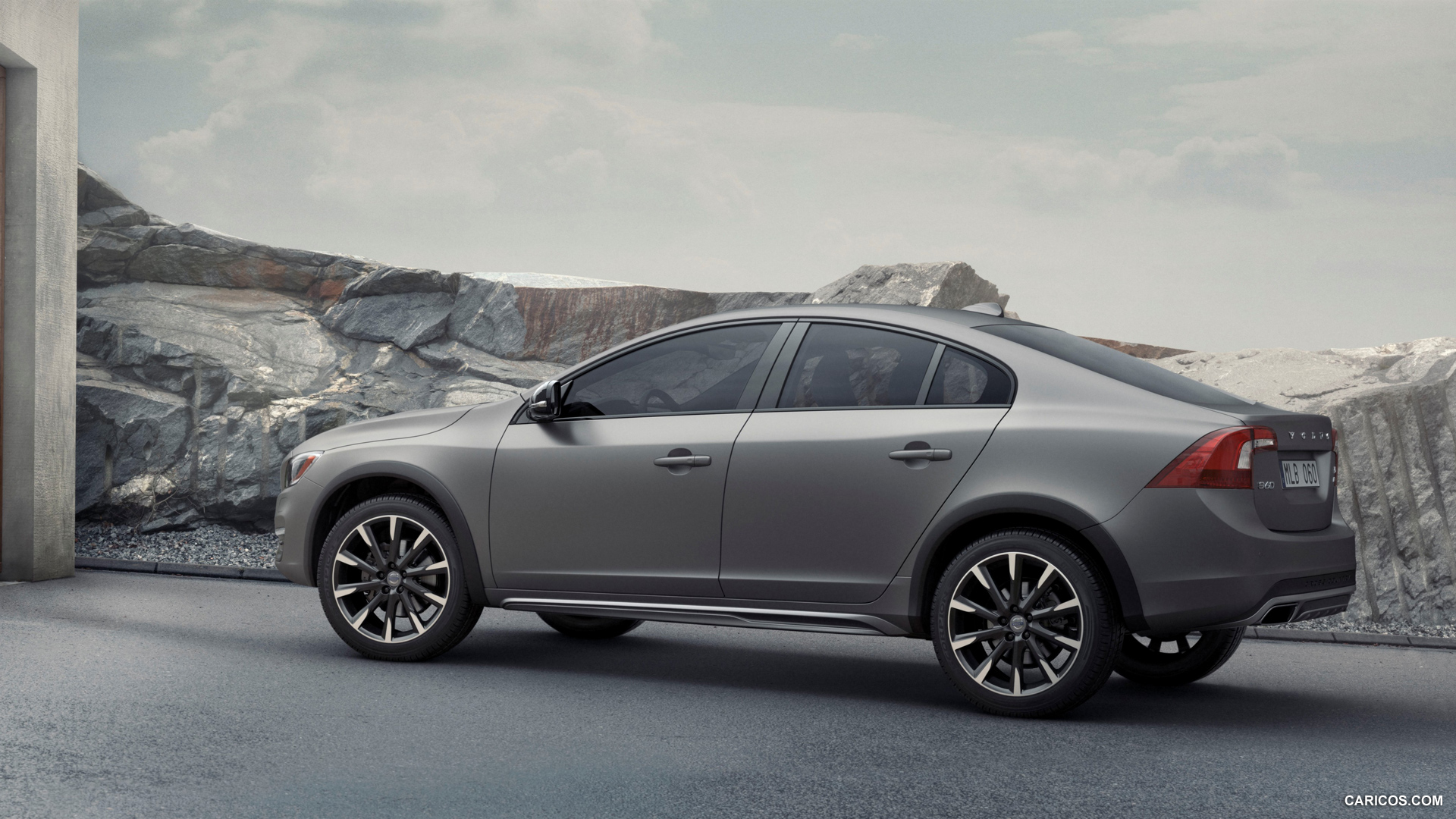 volvo s60 cross country photos photogallery with 8 pics. Black Bedroom Furniture Sets. Home Design Ideas