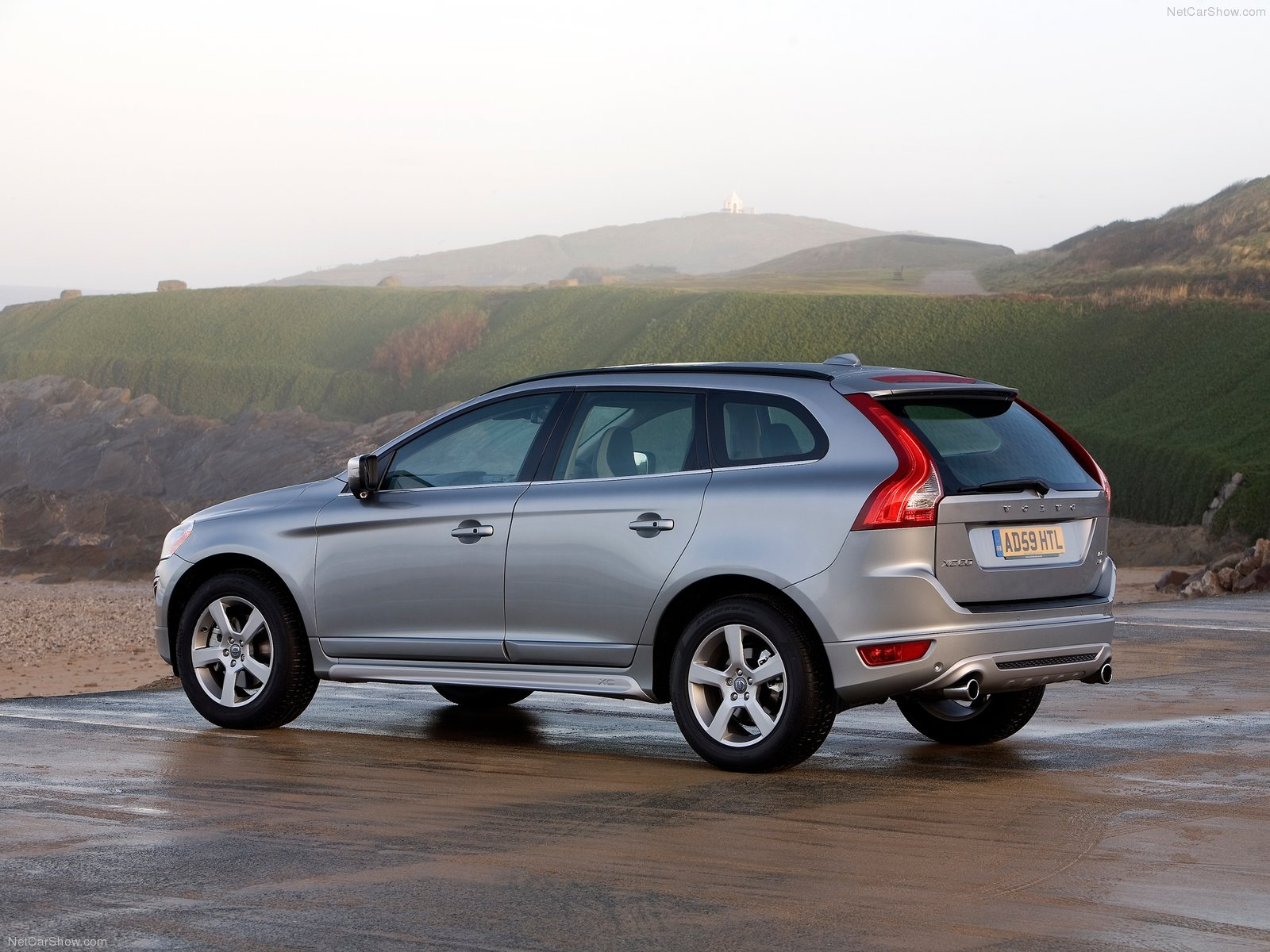 volvo xc60 r design photos photogallery with 26 pics. Black Bedroom Furniture Sets. Home Design Ideas