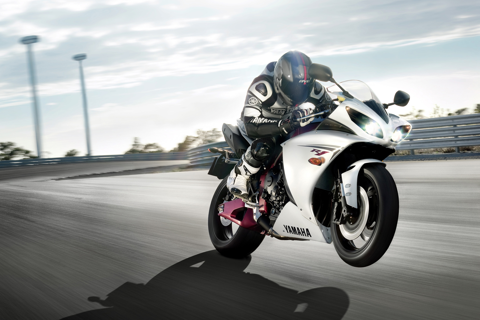Photo of yamaha yzf r1 63596 image size 1920 x 1280 upload date
