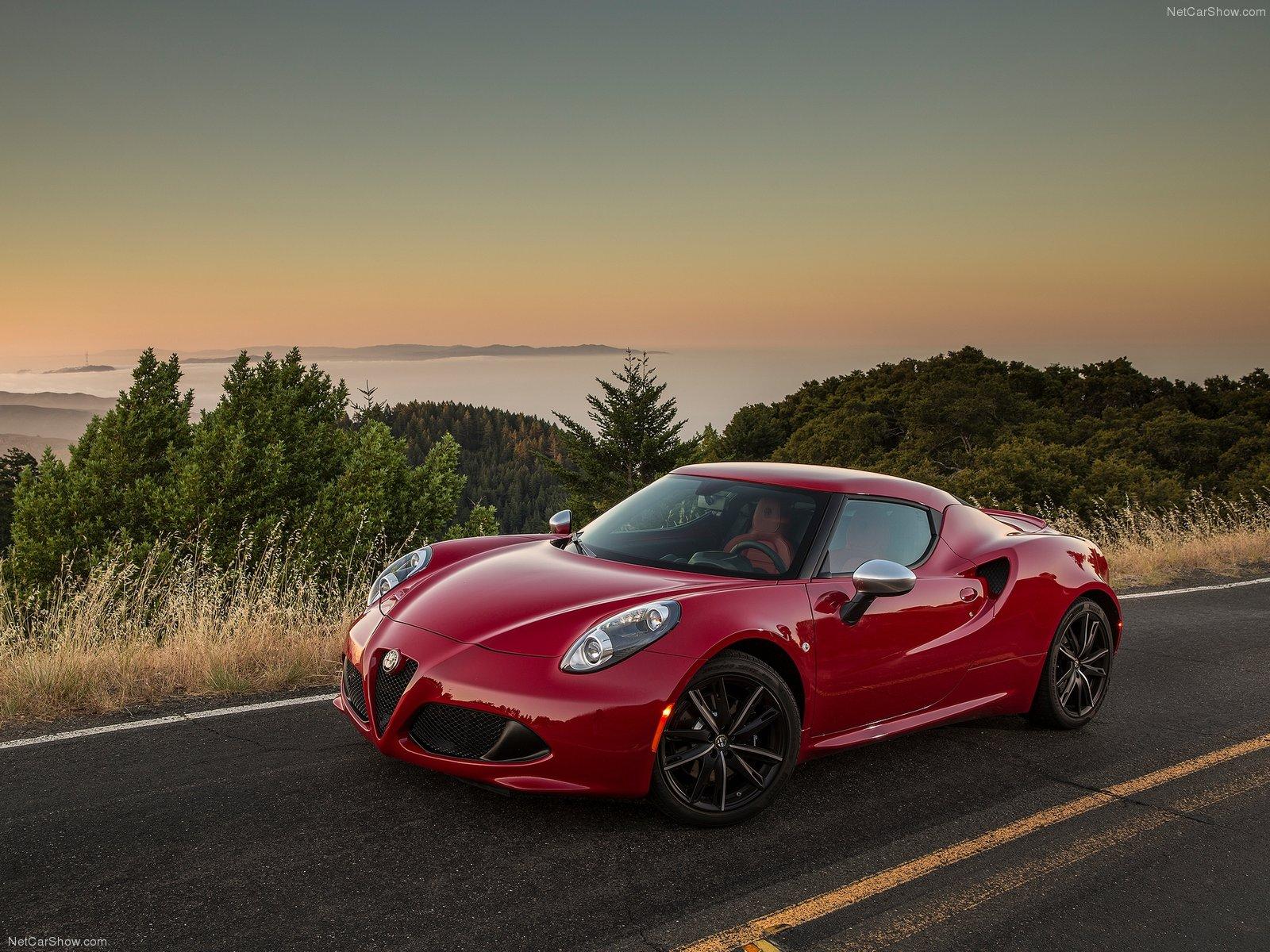 Alfa Romeo 4C Coupe US Version picture