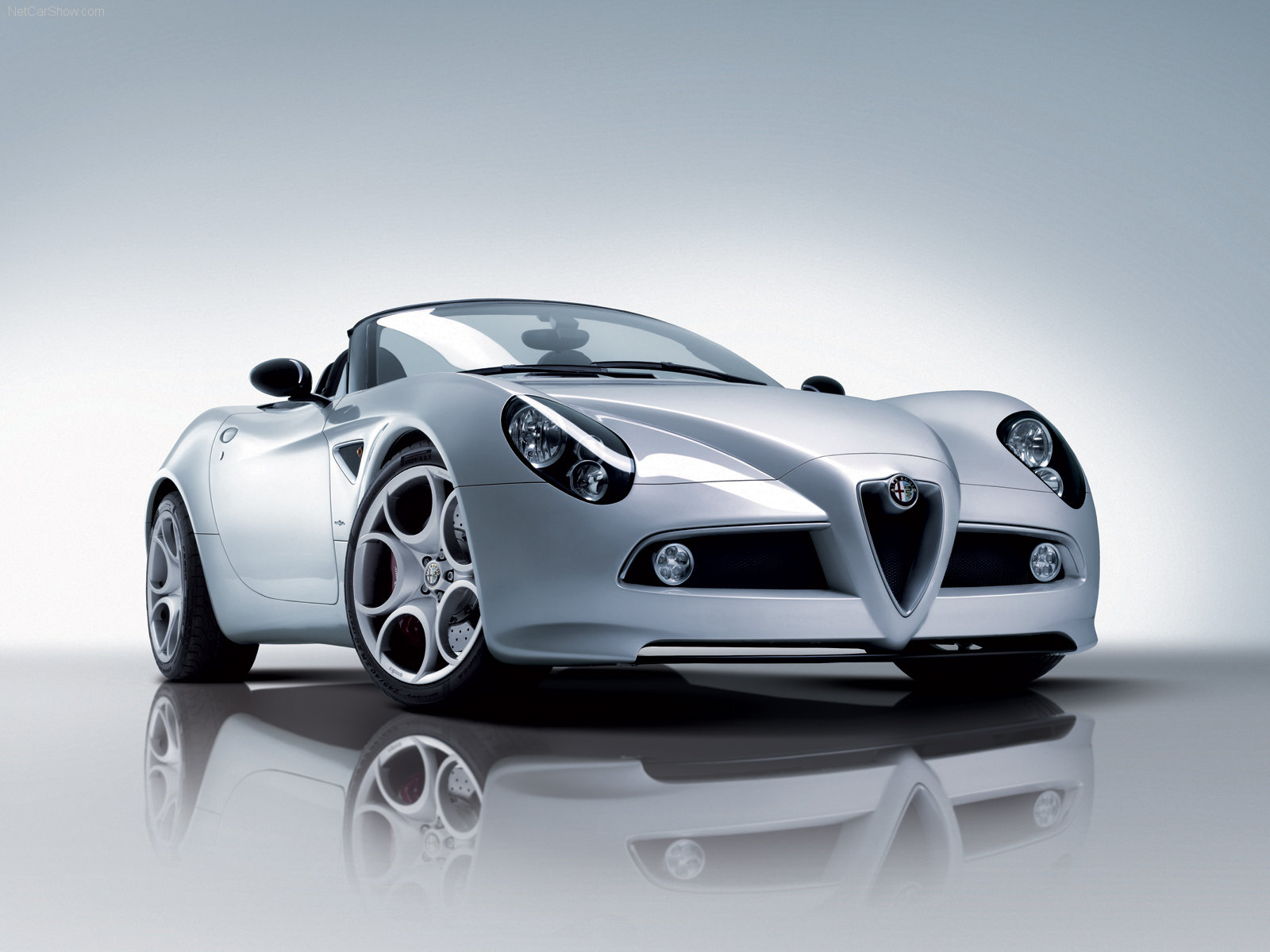 Alfa Romeo 8C Spider photo 52480