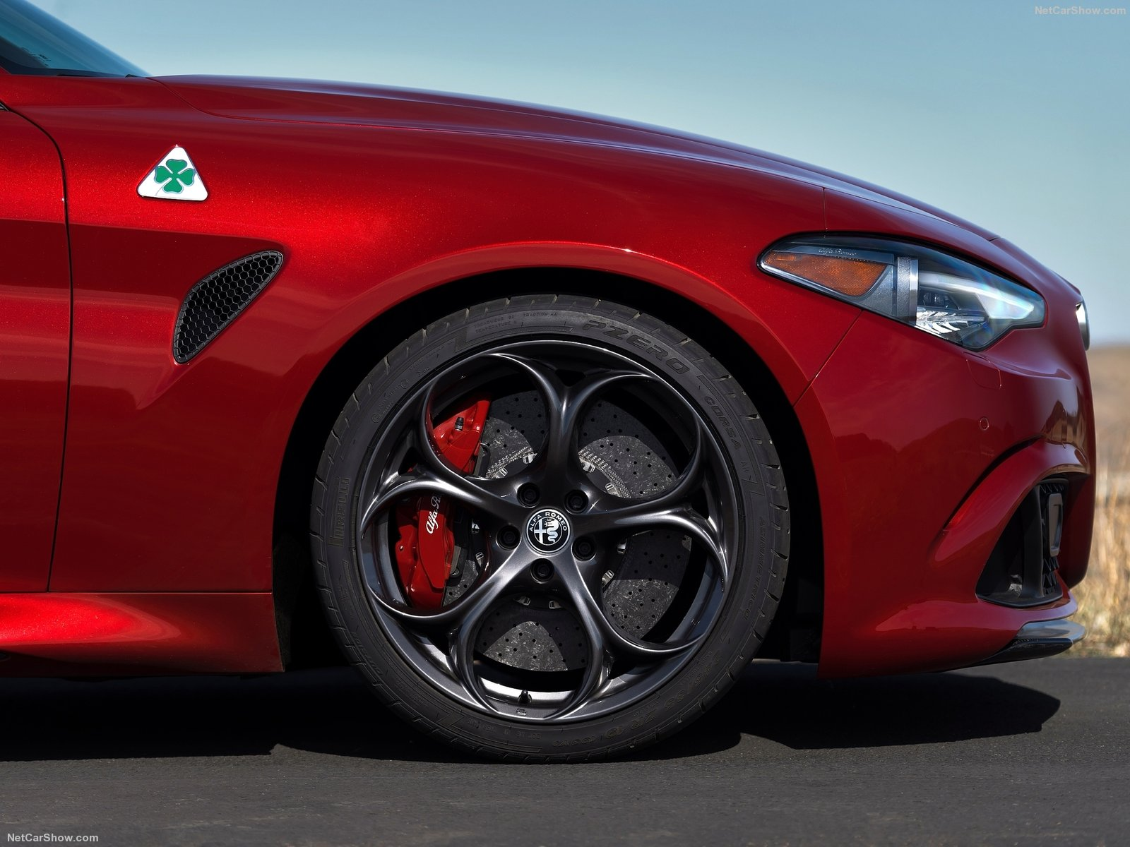 Alfa Romeo Giulia photo 154799