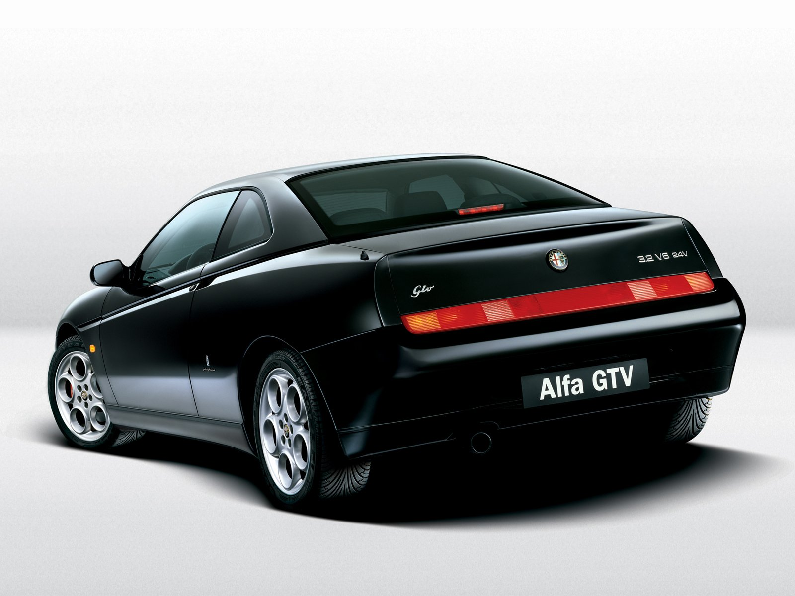 Alfa Romeo GTV photo 9038