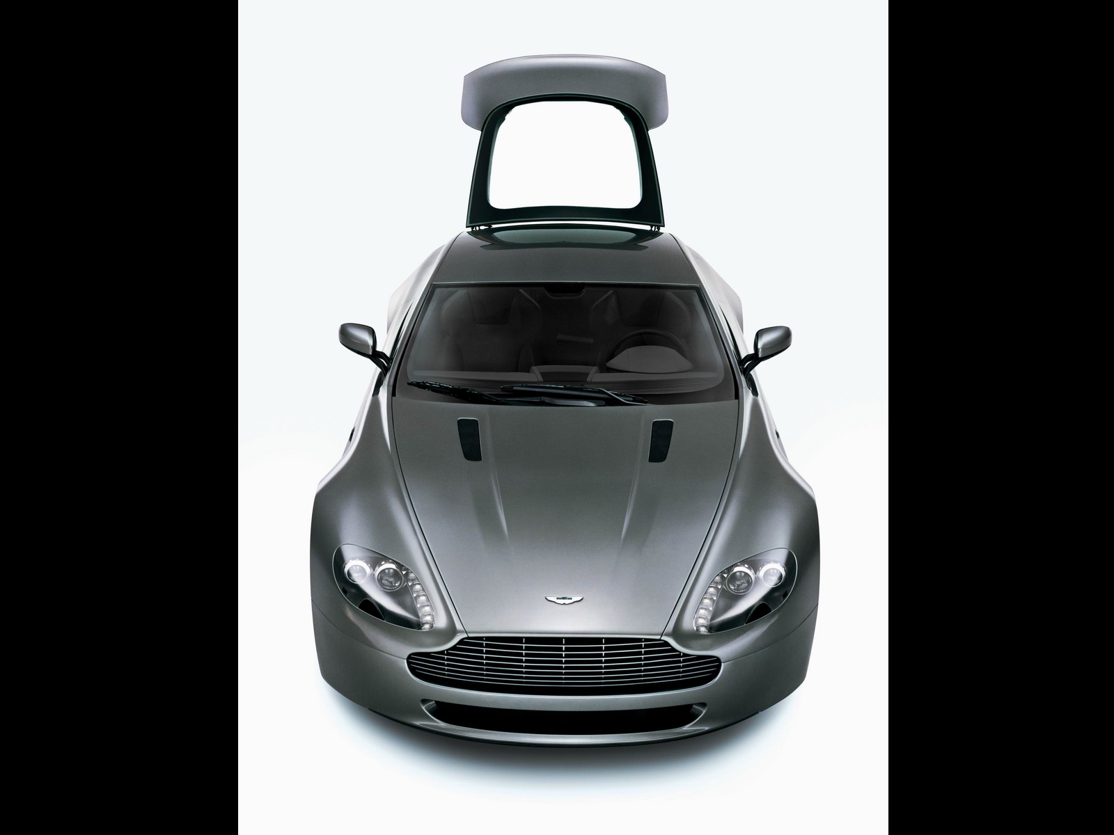 Aston Martin AMV8 Vantage photo 21727