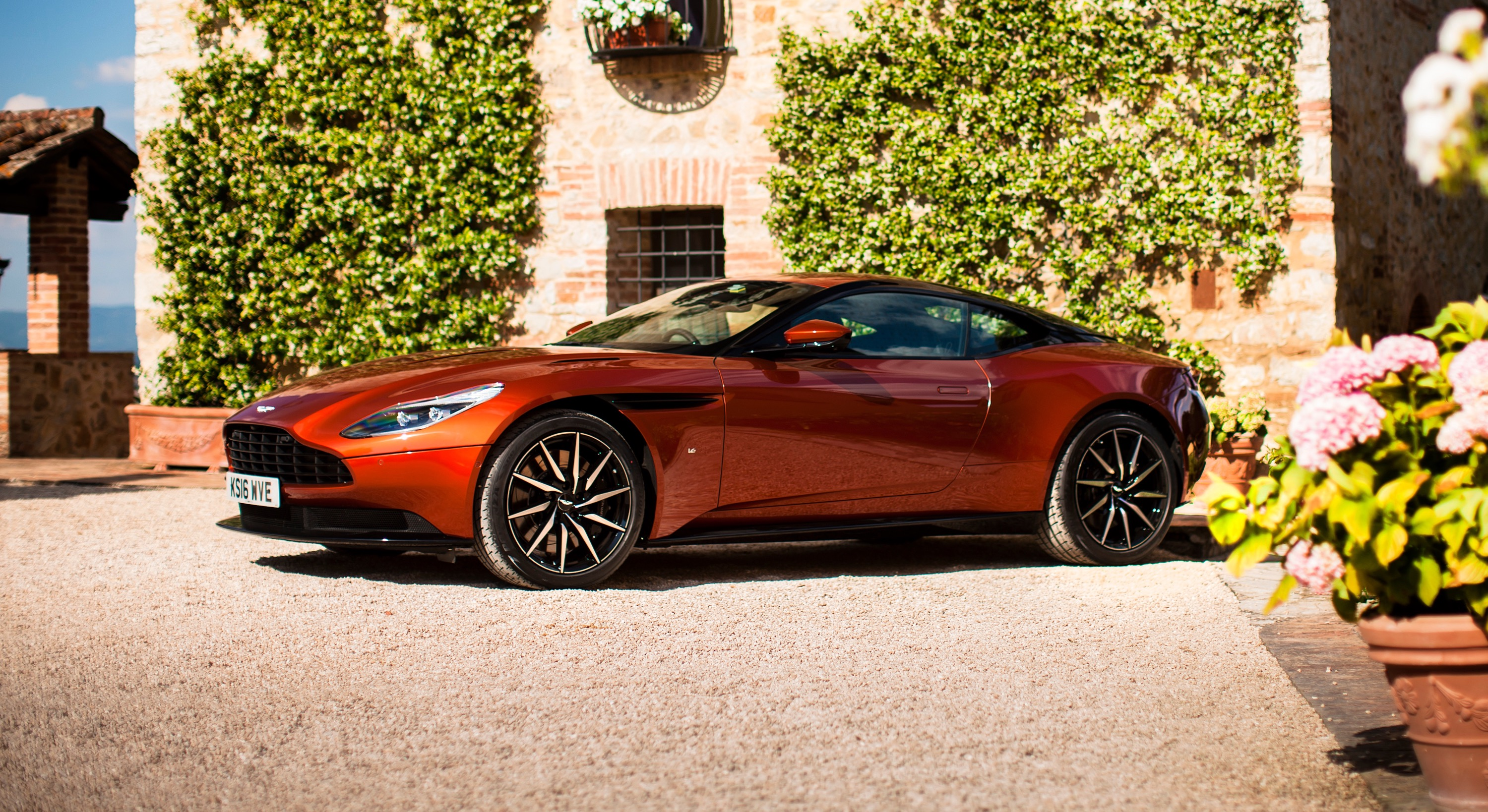 Aston Martin DB11 photo 167254