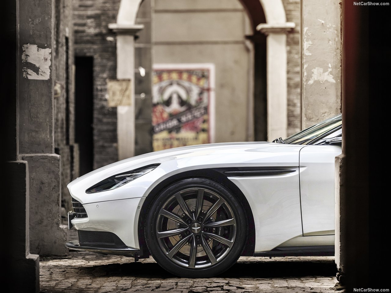 Aston Martin DB11 photo 179049