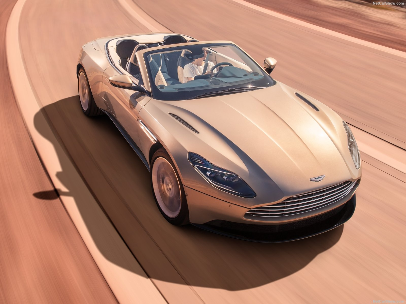 Aston Martin DB11 photo 182387