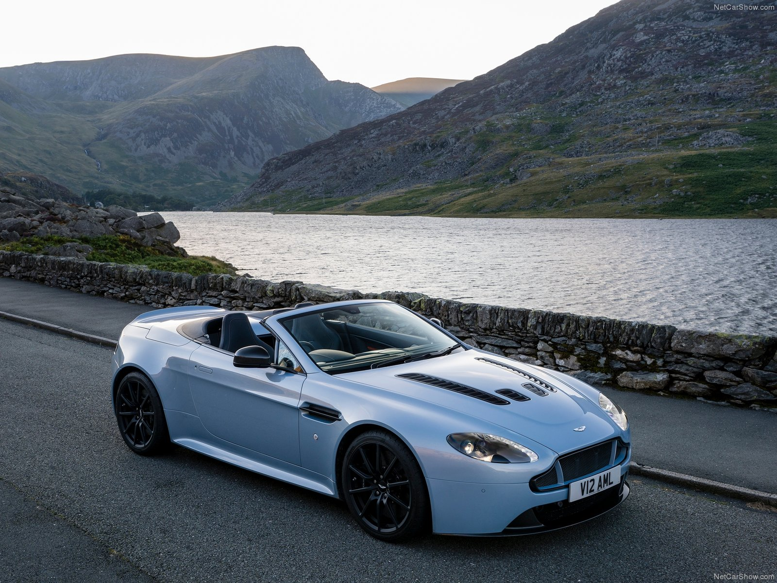 Aston Martin V12 Vantage S Roadster photo 131741