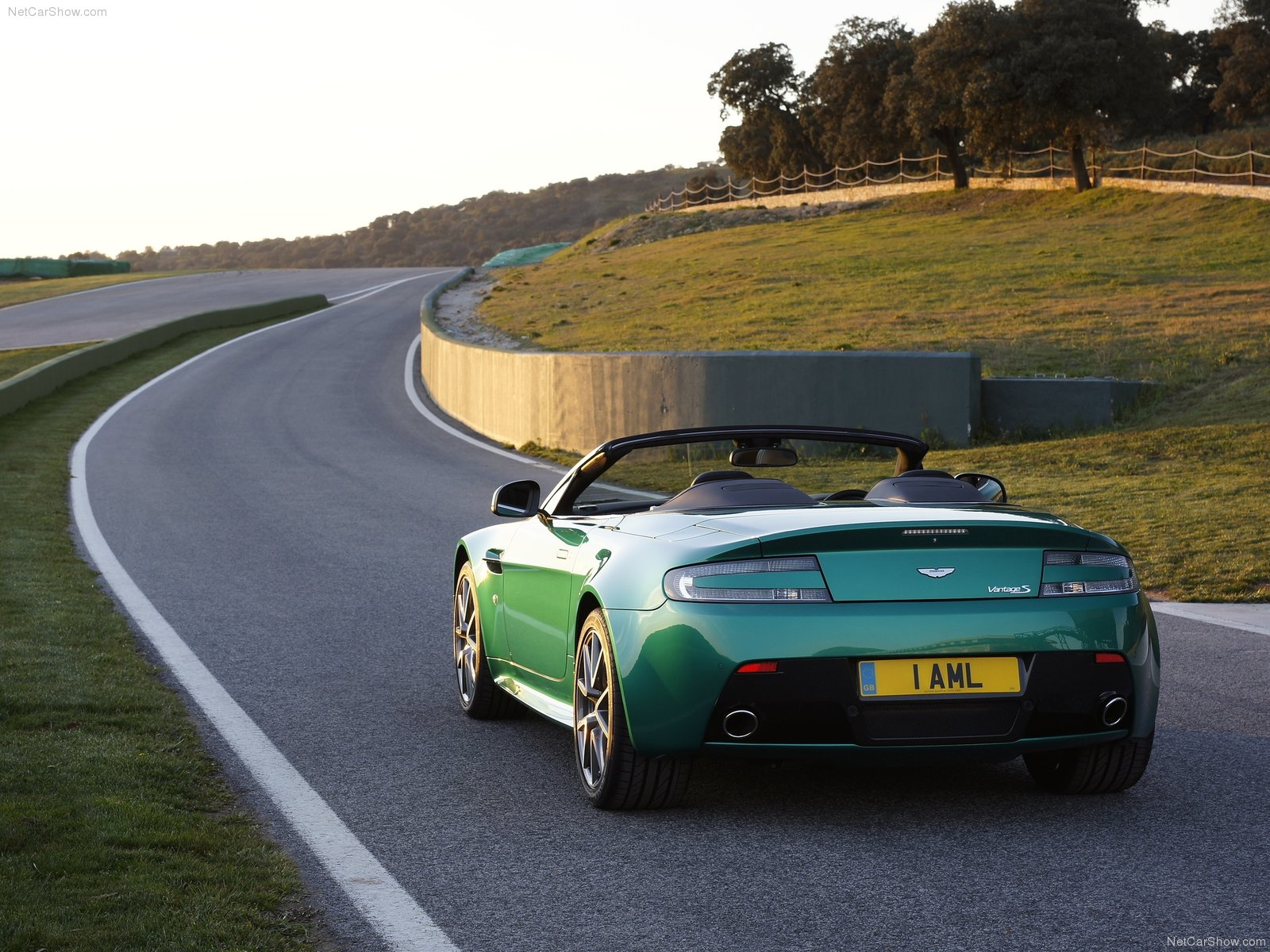 Aston Martin V8 Vantage S Roadster photo 79054
