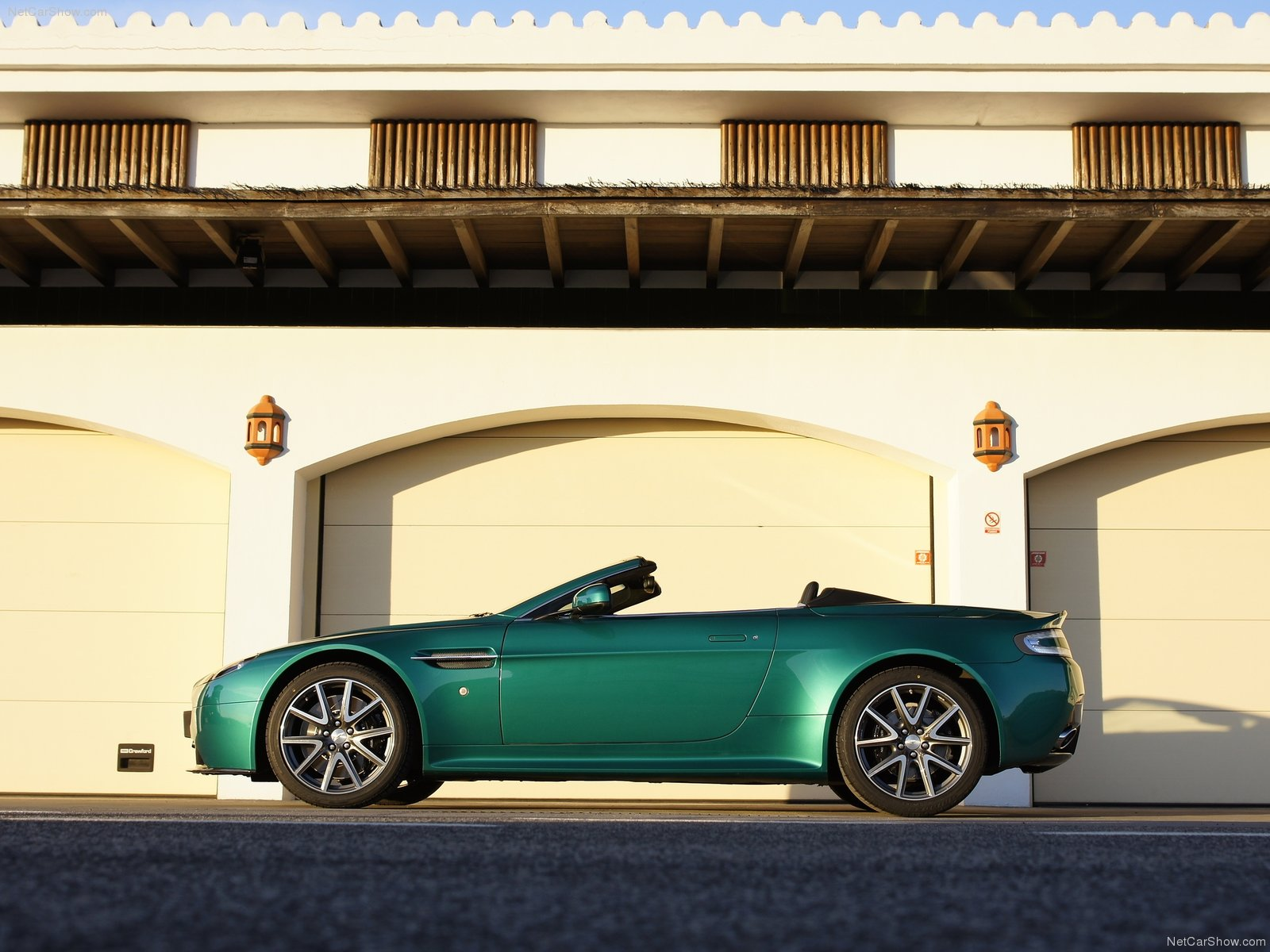 Aston Martin V8 Vantage S Roadster photo 79056