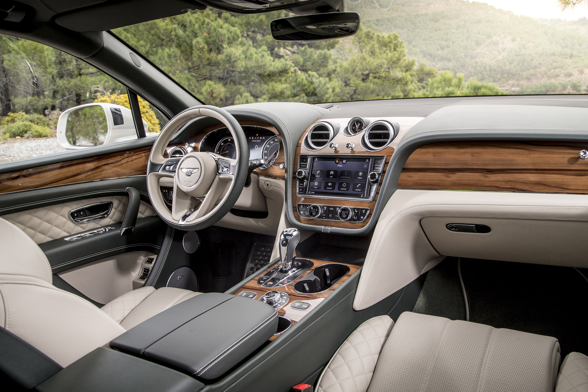 Bentley Bentayga photo 172352