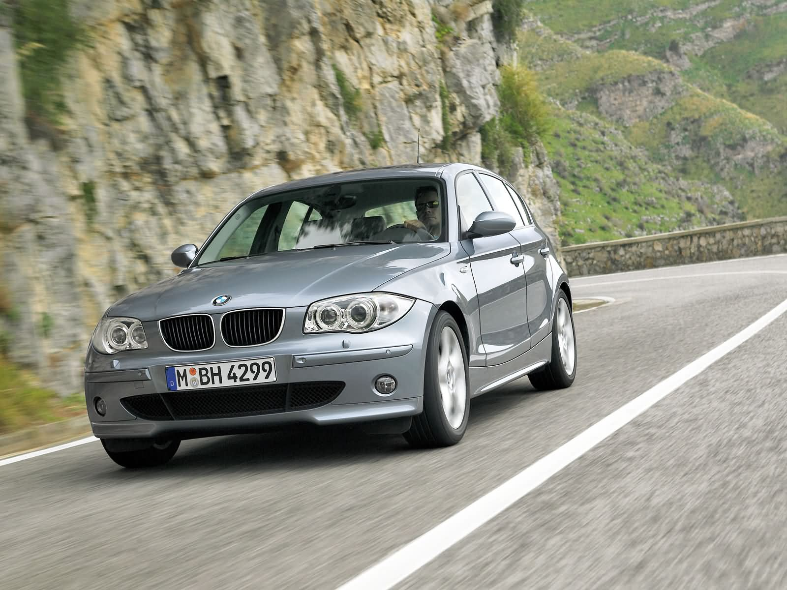BMW 1-series 5-door E87 photo 15000