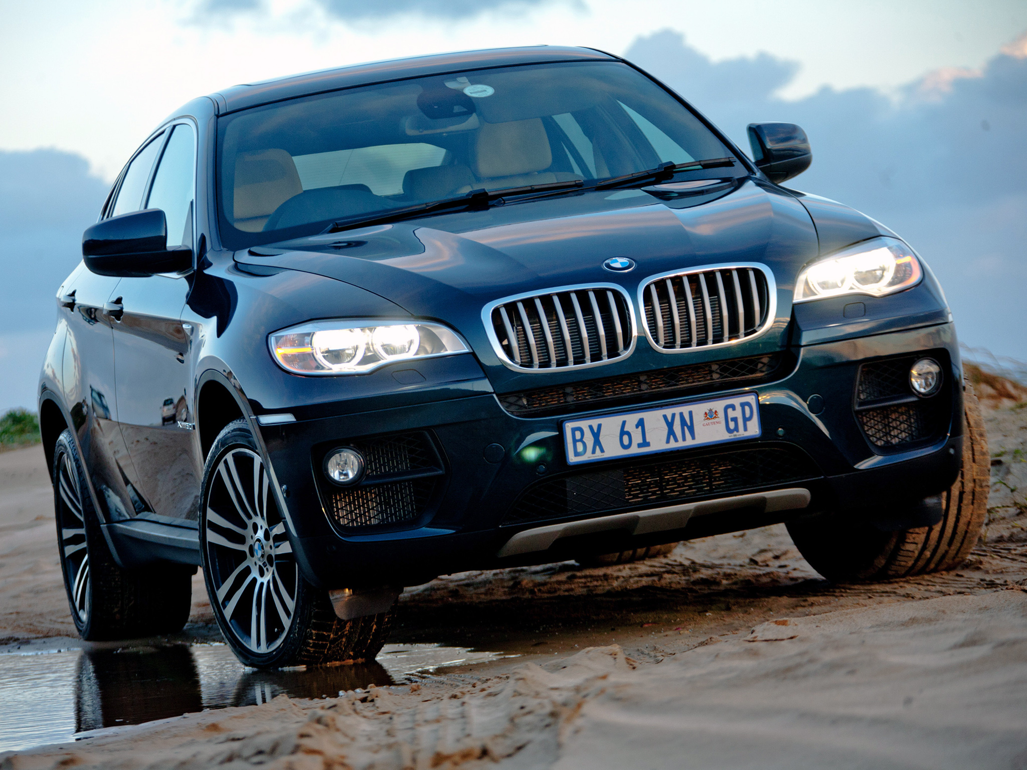 BMW X6 xDrive50i photo 94068