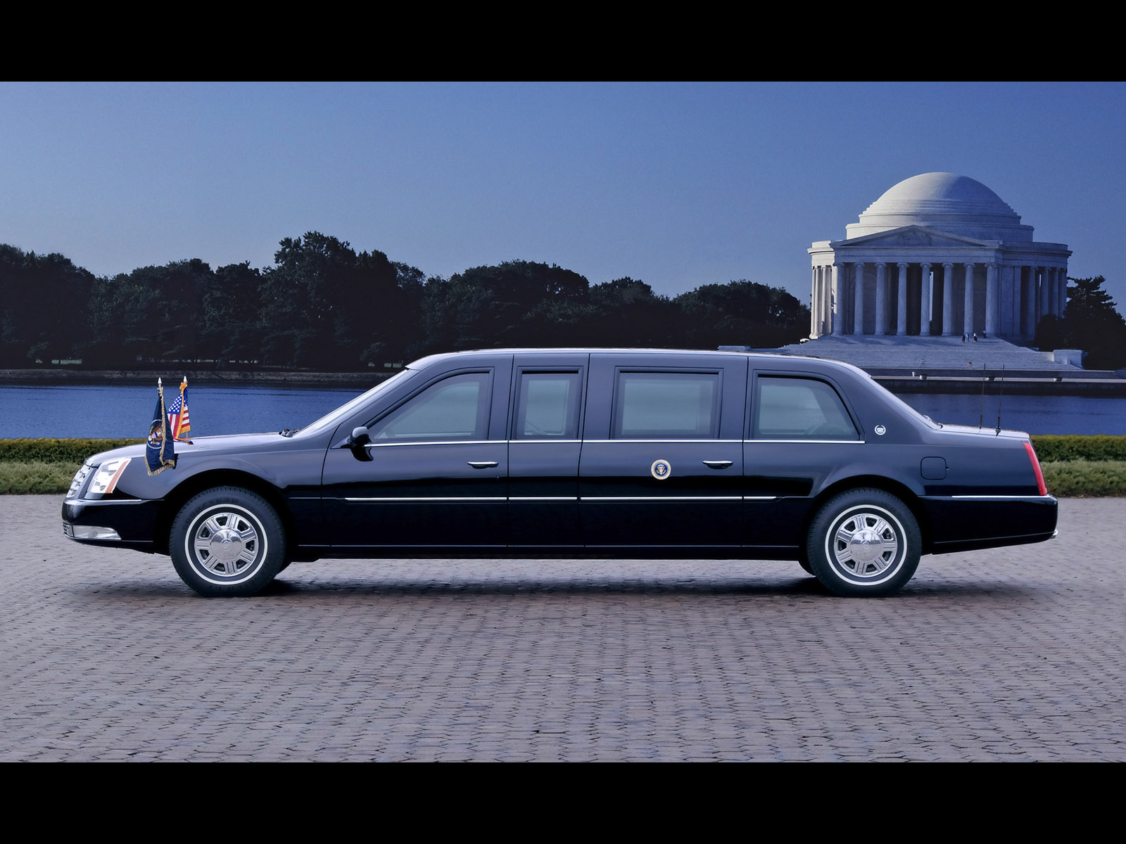 Cadillac DTS Presidential Limousine photo 19142