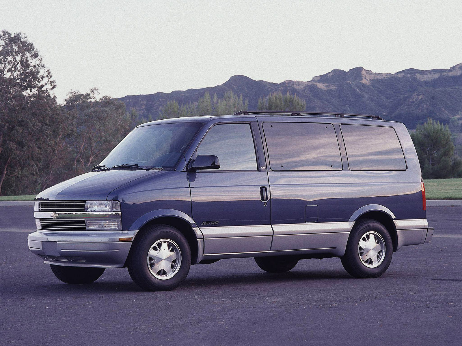 Chevrolet Astro Van photo 45684