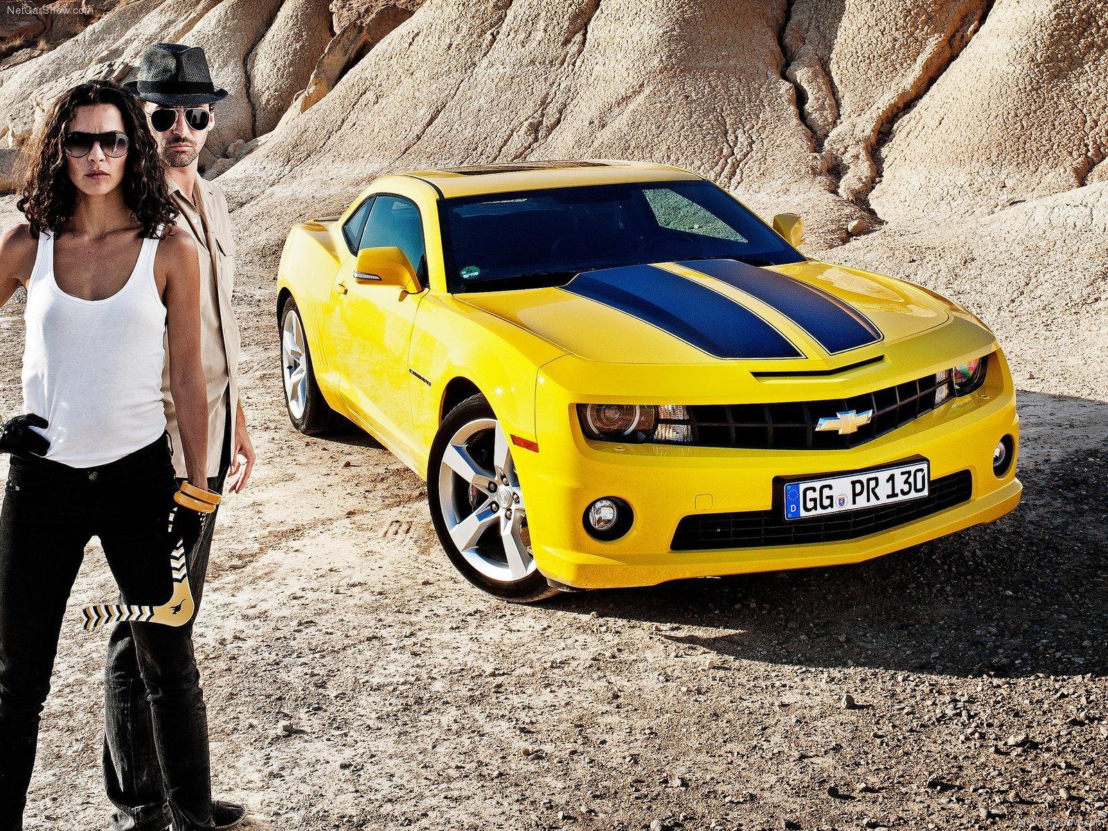 три девушки возле желтой машины картинки это