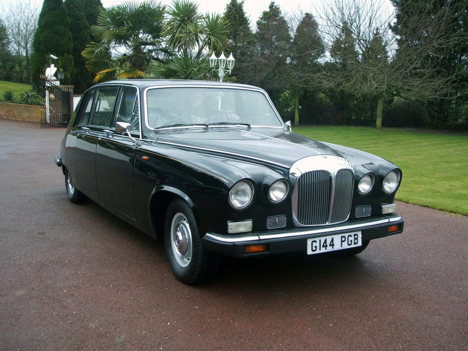 Daimler DS420 Limousine photo 63494