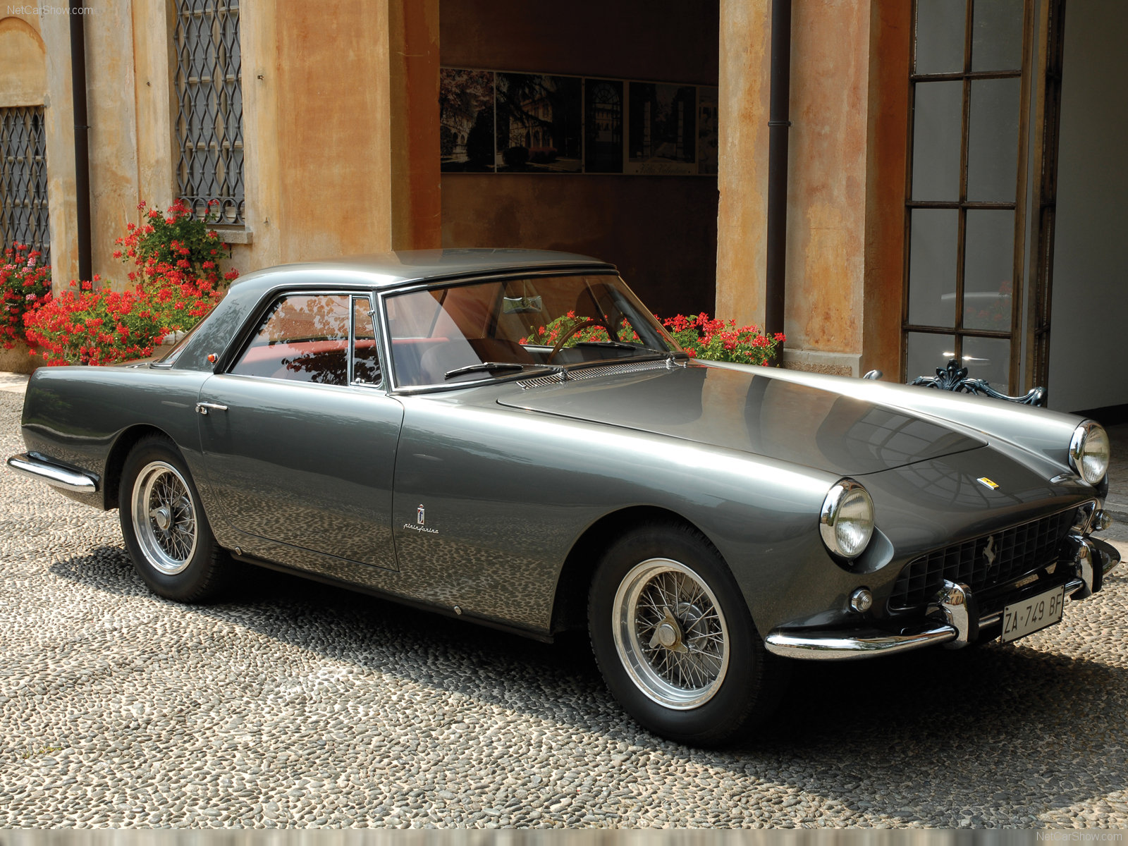Ferrari 250 GT Coupe photo 49702