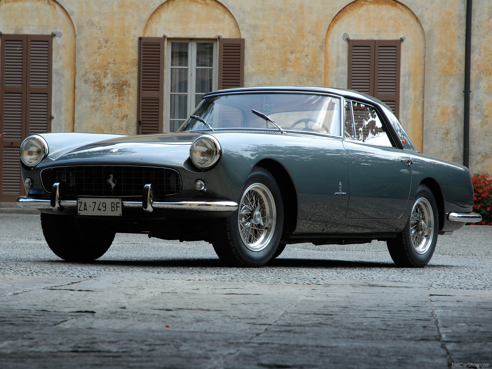 Ferrari 250 GT Coupe photo 49703