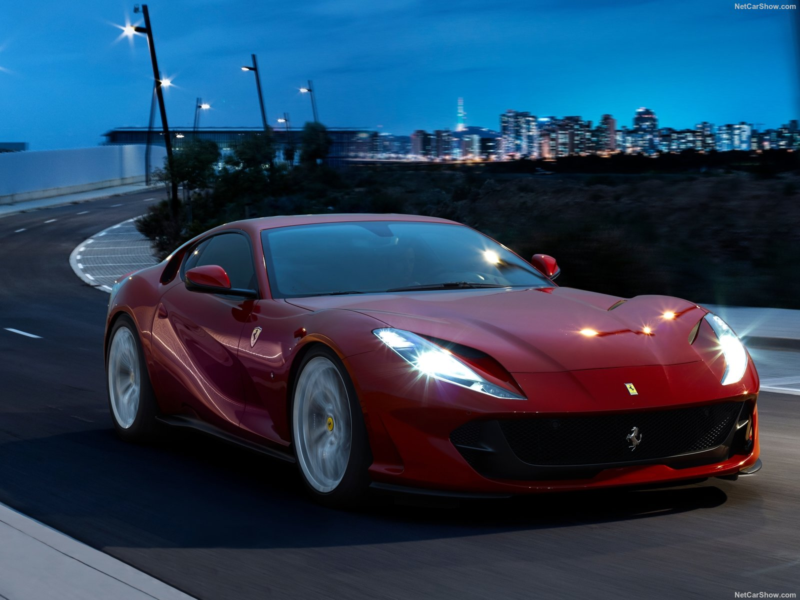 Ferrari 812 Superfast photo 189023