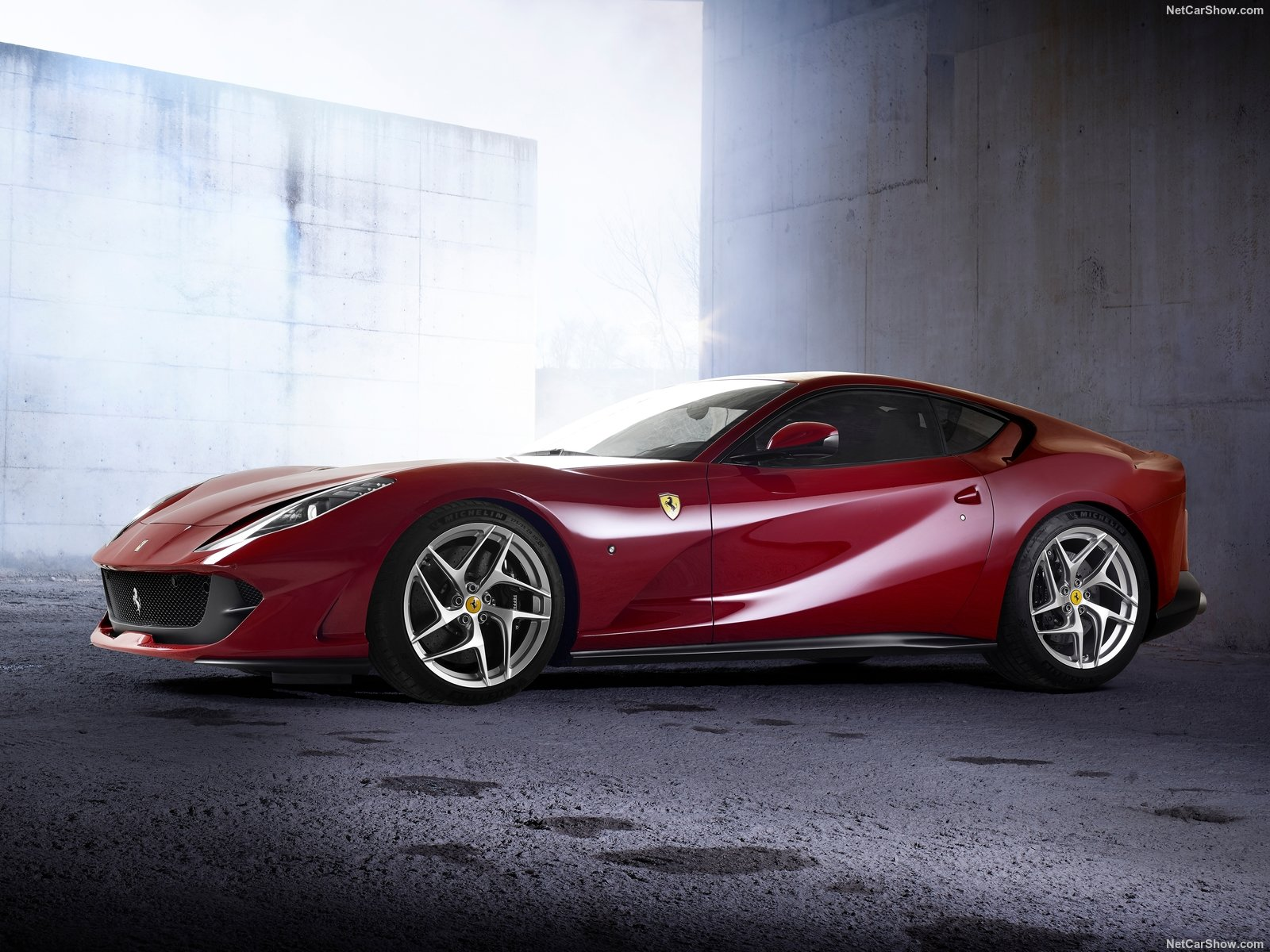 Ferrari 812 Superfast photo 189025