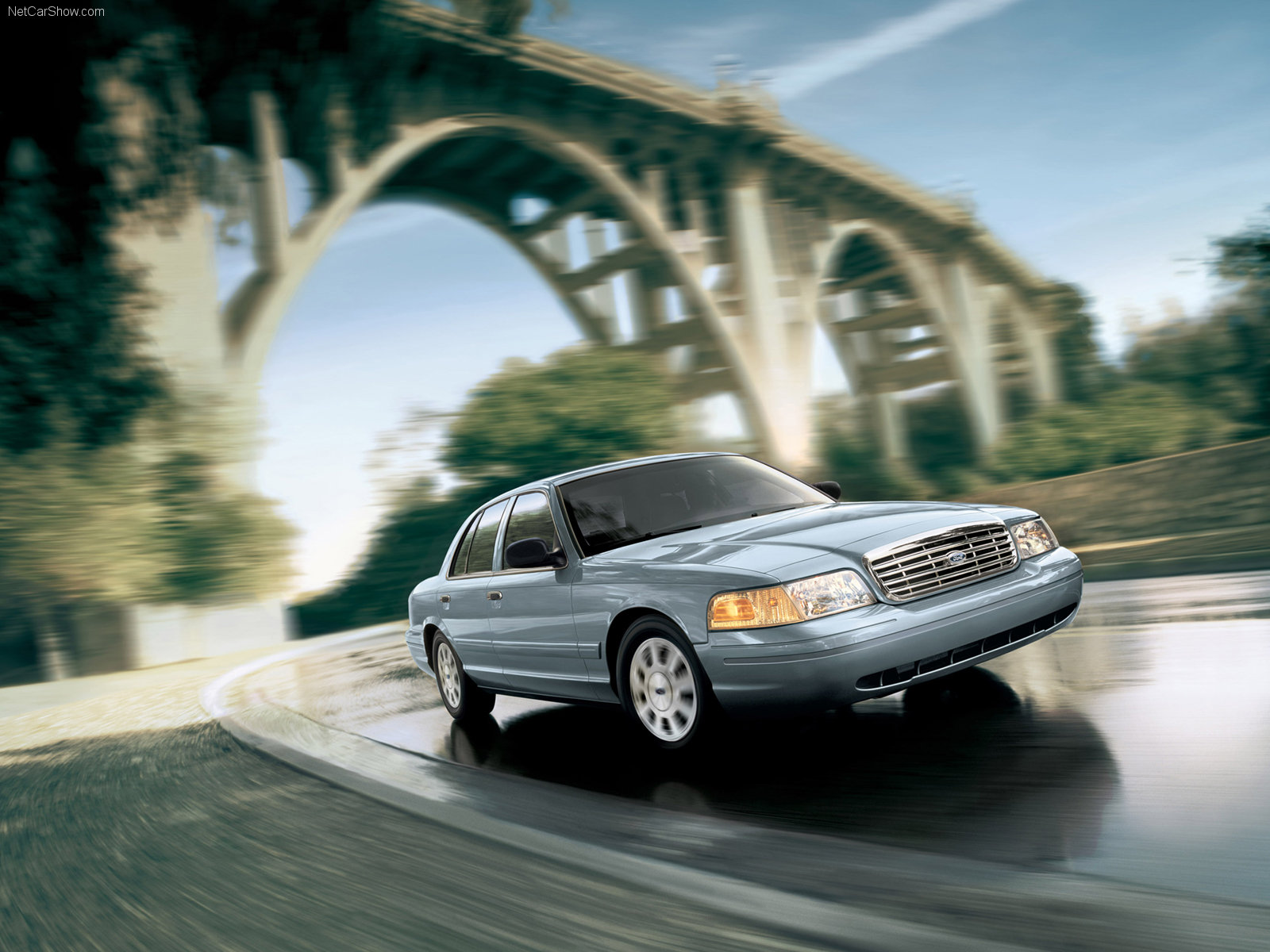 Ford Crown Victoria photo 33143