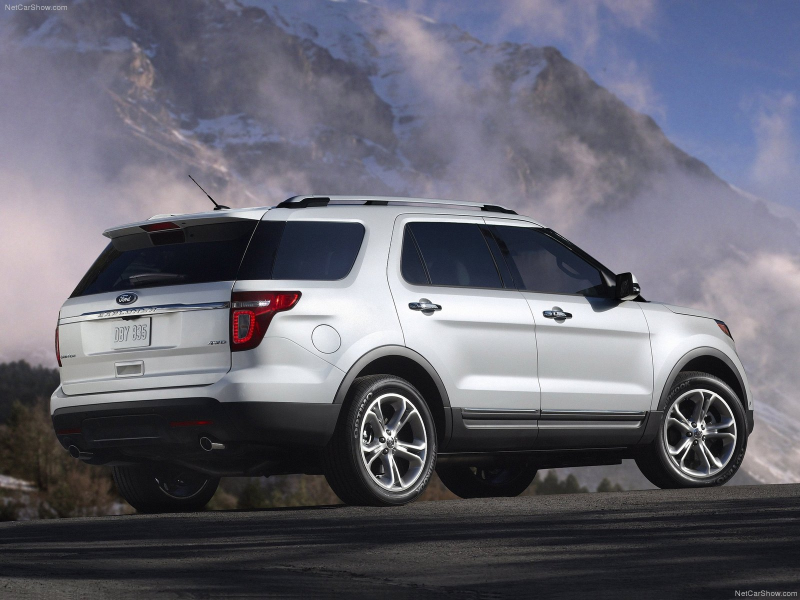 Ford Explorer photo 74812