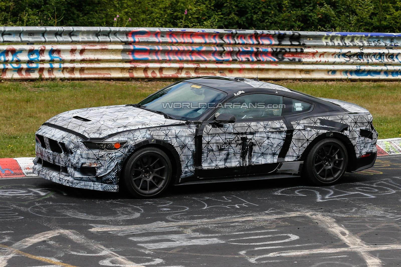 Ford Mustang SVT photo 125281