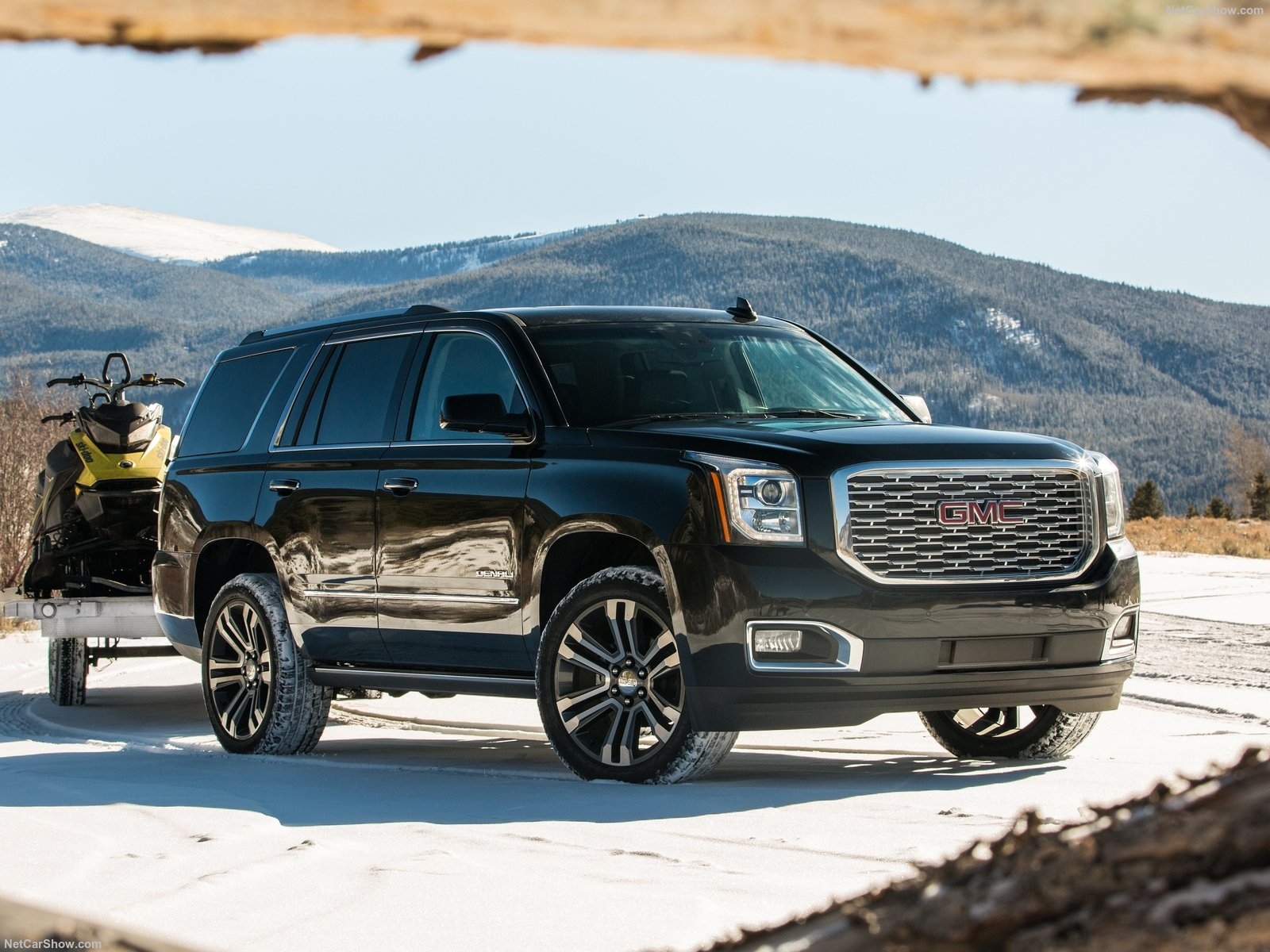 GMC Yukon Denali photo 185120