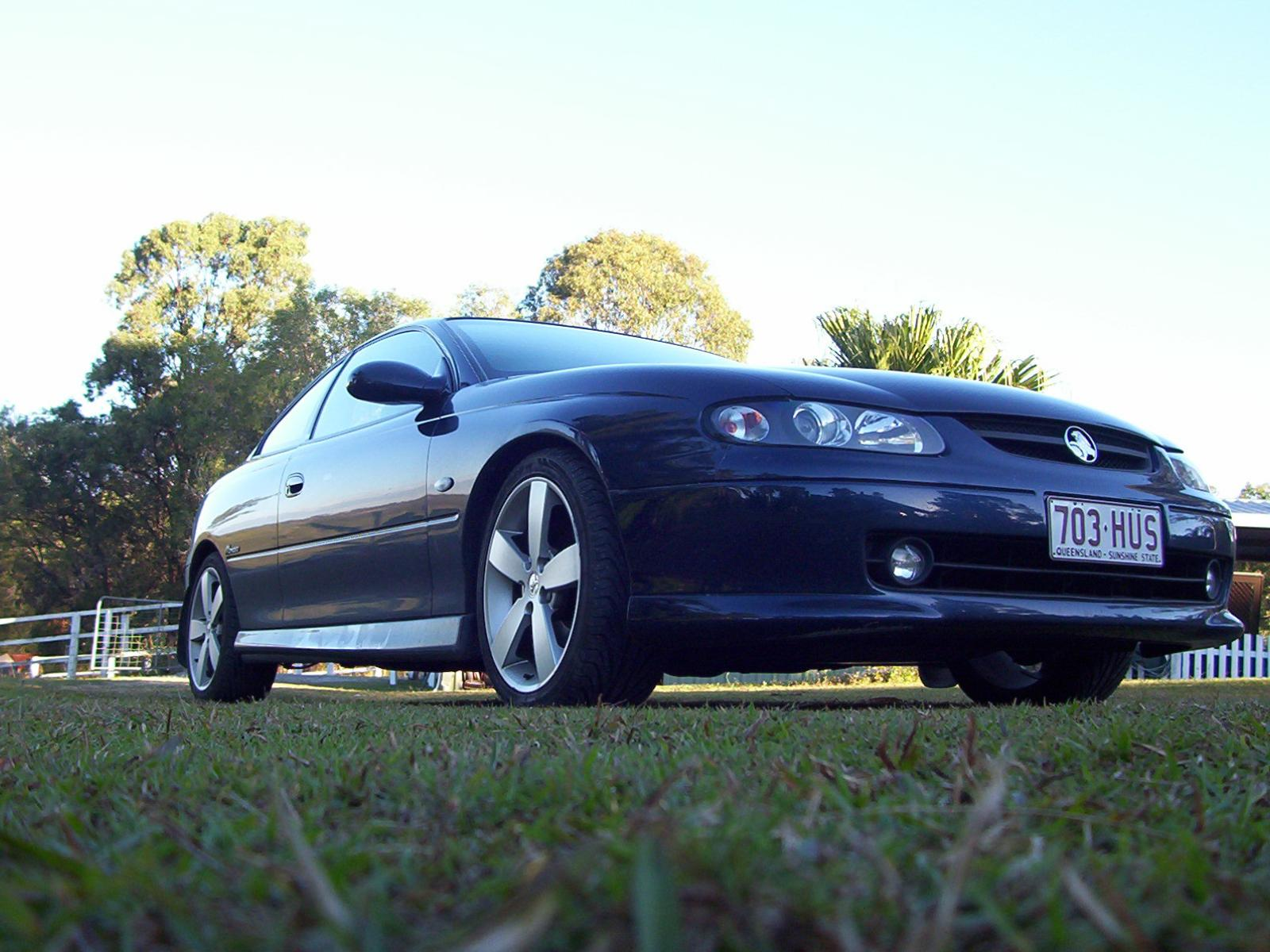 Holden Monaro CV8 photo 14489