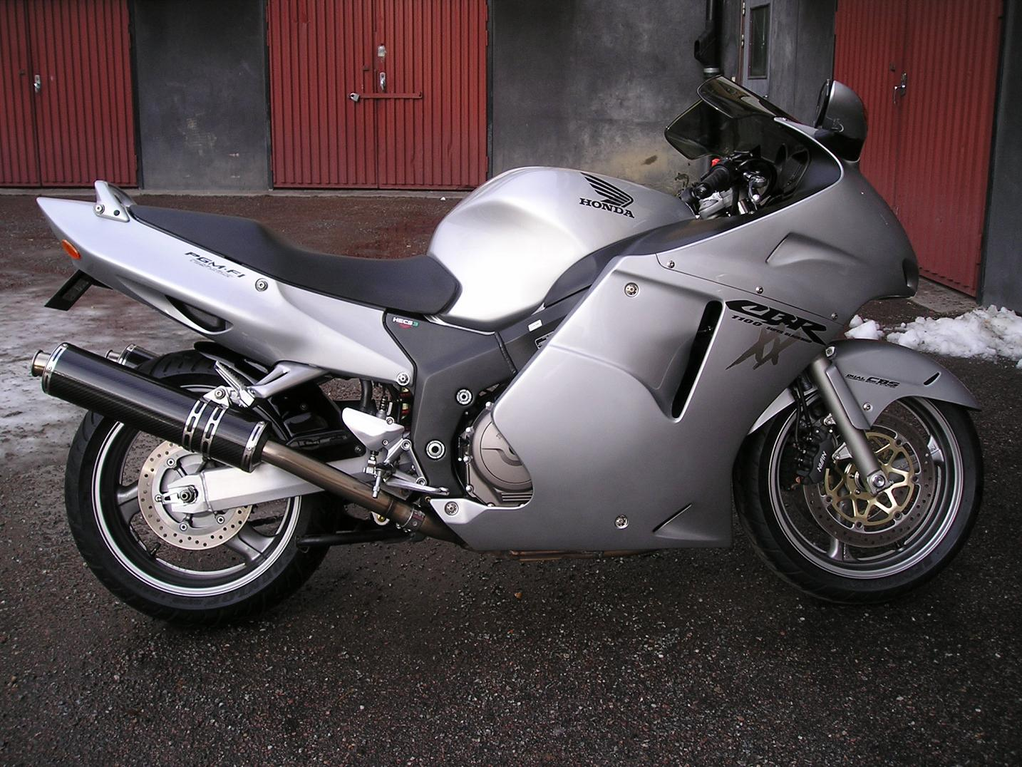 Honda CBR 1100XX Super Blackbird photo 30371