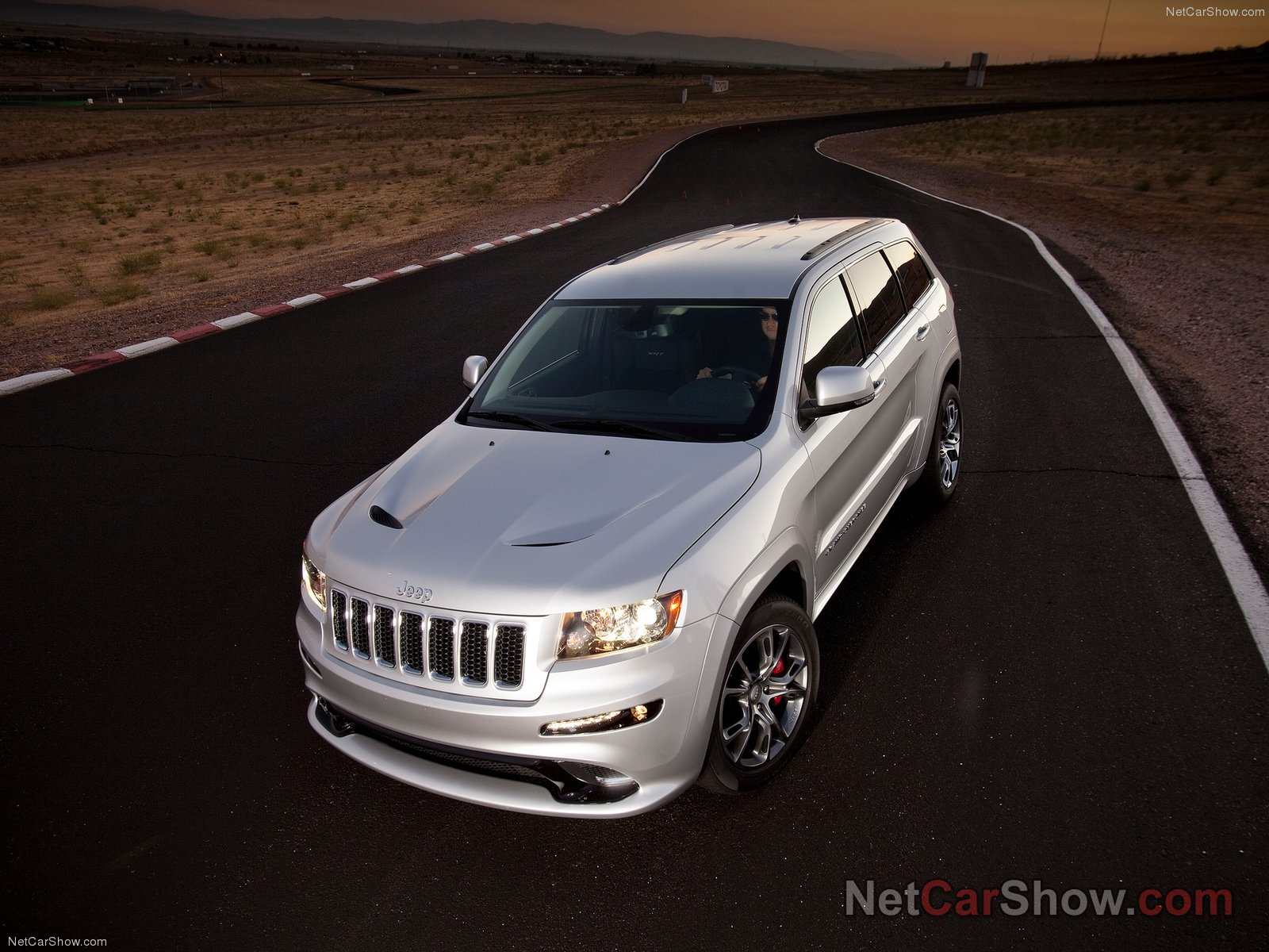 Jeep Grand Cherokee SRT-8 photo 92605