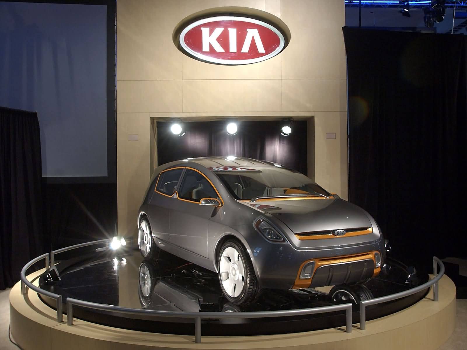 Kia Slice photo 7820