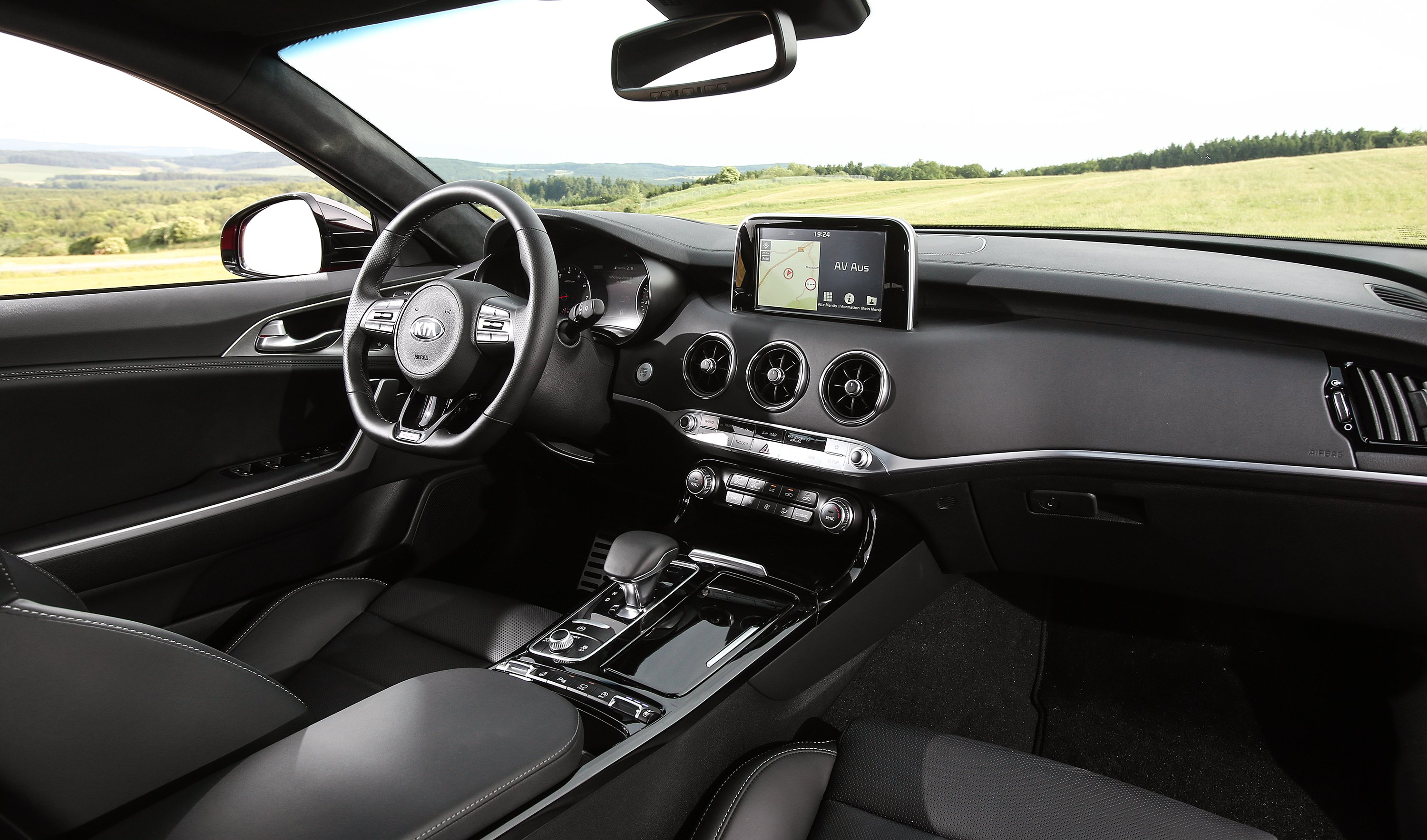 Kia Stinger photo 178675
