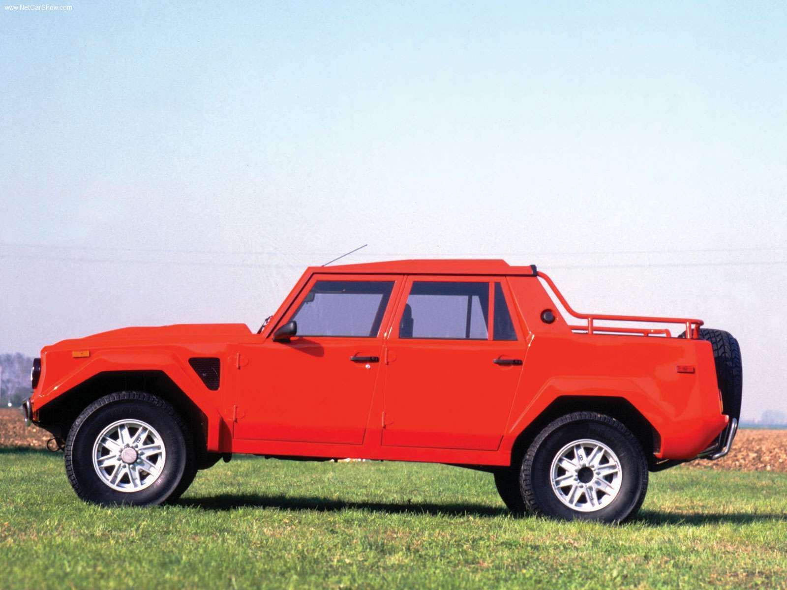 Lamborghini LM photo 32078
