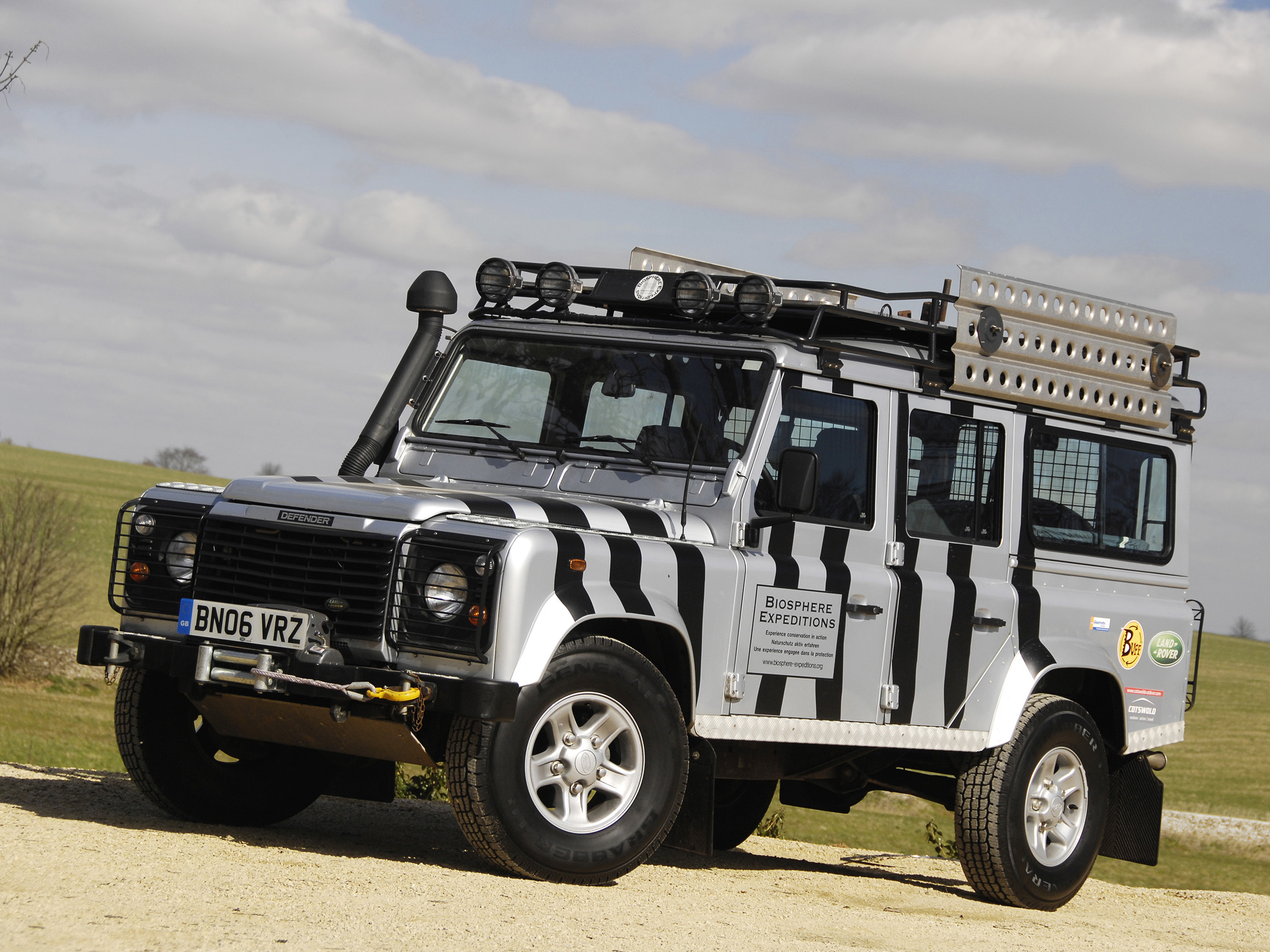 Land Rover Defender 110 photo 82111