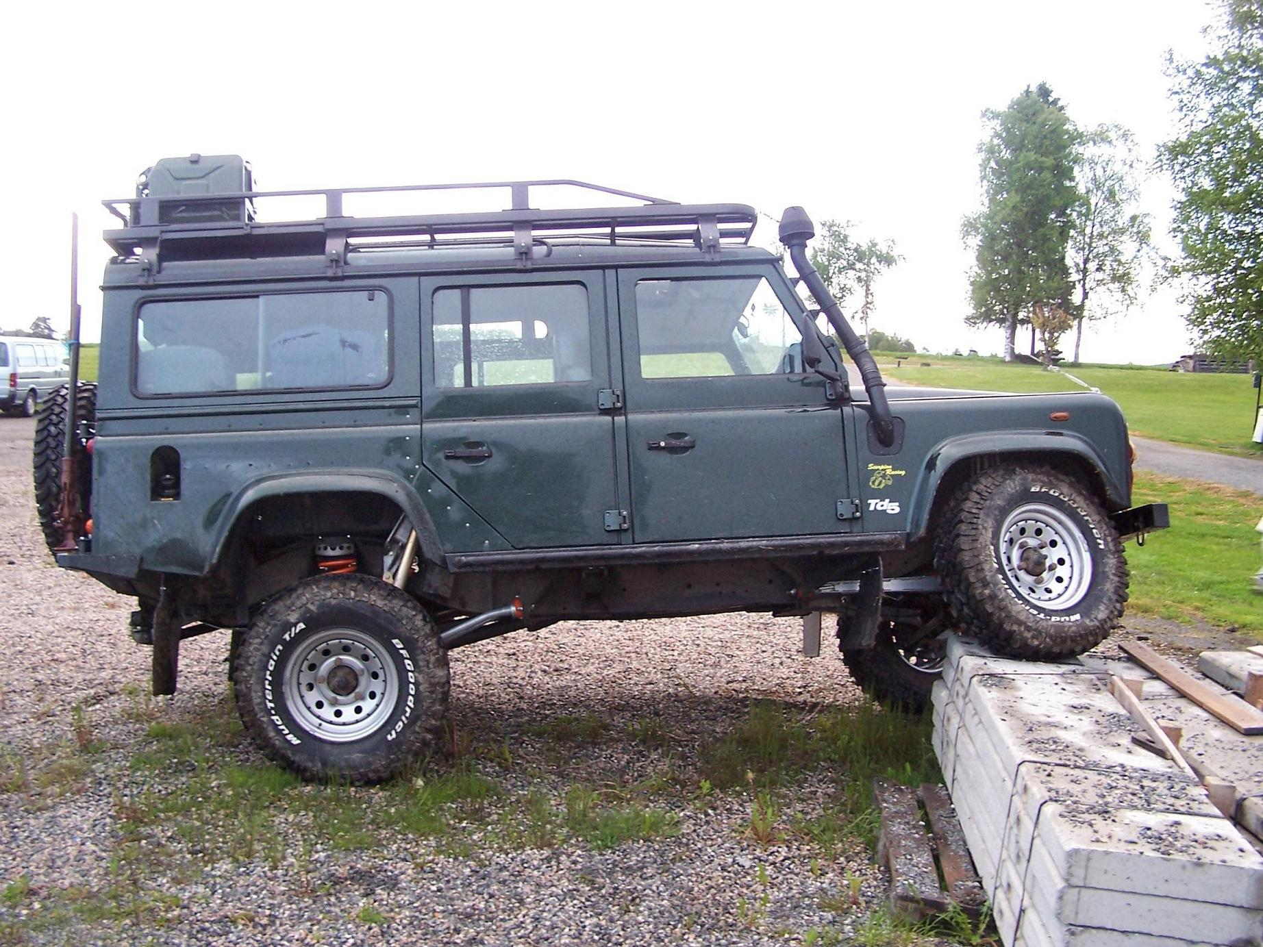 Land Rover Defender photo 20296