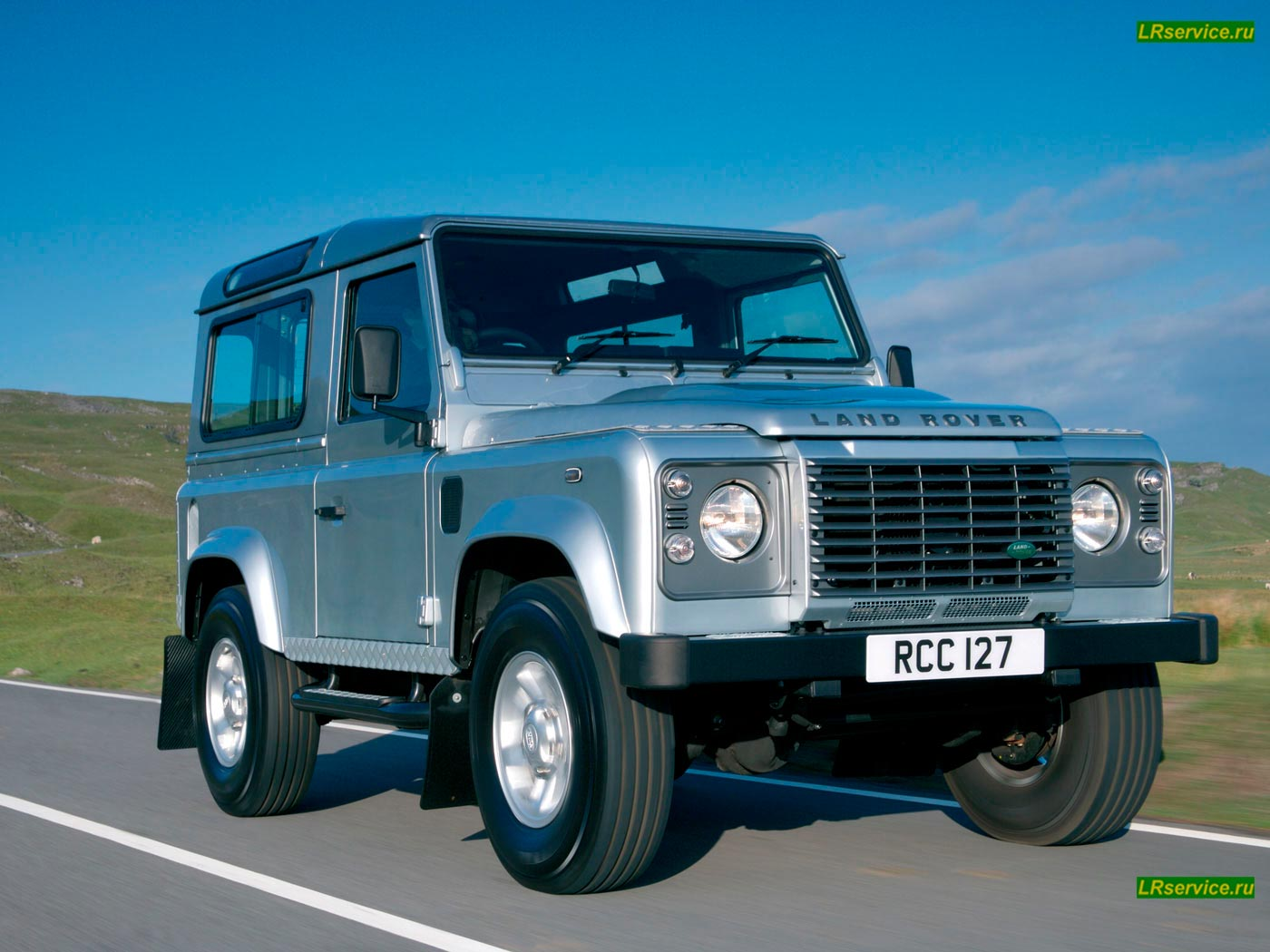 Land Rover Defender photo 42586