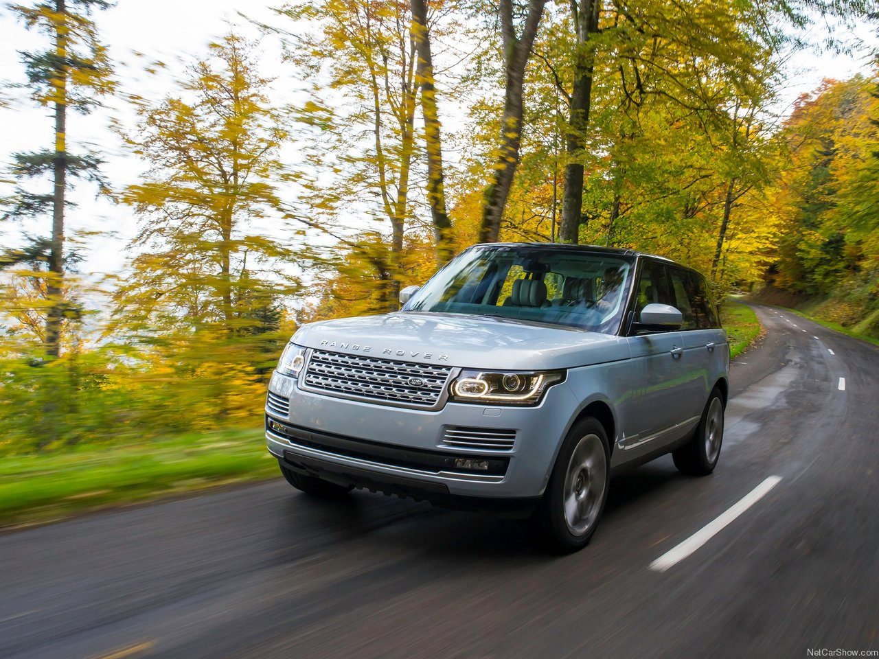 Land Rover Range Rover Hybrid photo 144951
