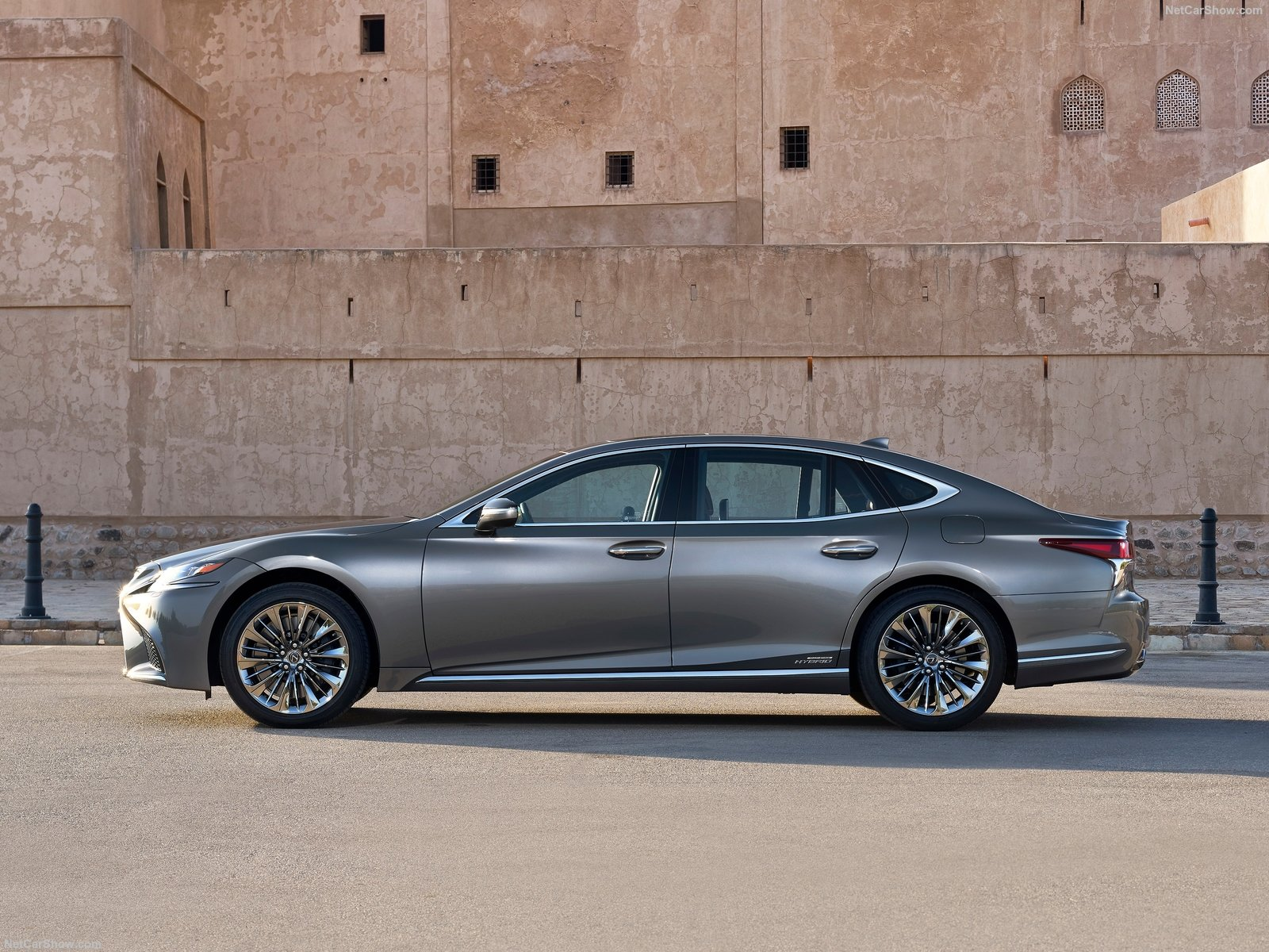 Lexus LS 500h photo 184147