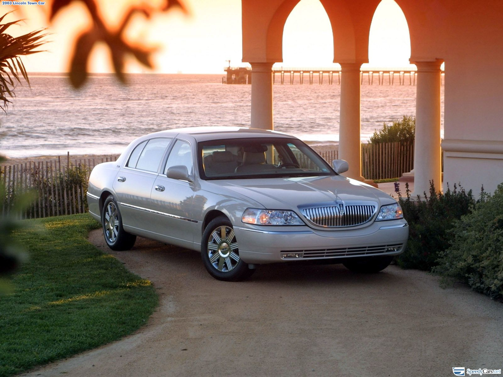Lincoln Town Car photo 7455